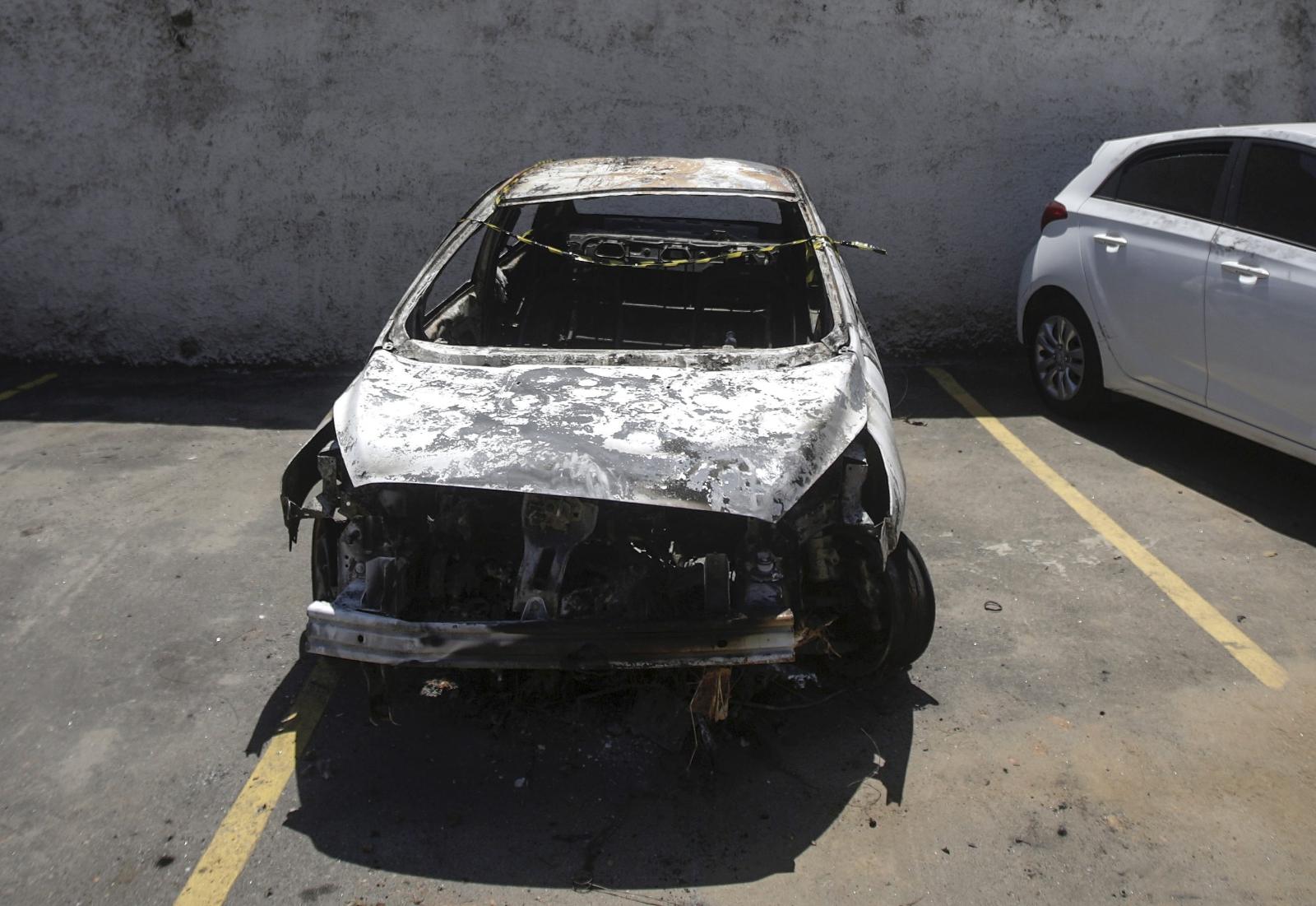 W spalonym samochodzie w niebezpiecznej dzielnicy Nova Iguacu znaleziono ciało ambasadora Grecji w Brasilii, Kyriakosa Amiridisa. Fot. PAP/EPA/VICTOR DE SA