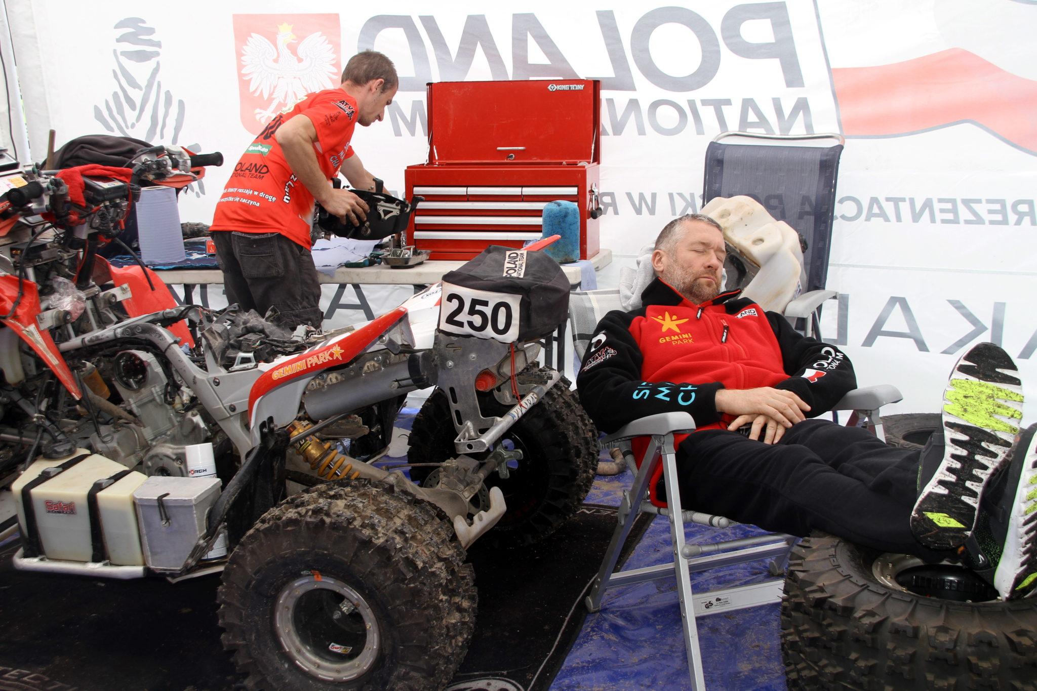 Boliwia: odpoczynek polskiego quadowca Rafała Sonika w La Paz, podczas Rajdu Dakar (foto. PAP/Kryspin Dworak)