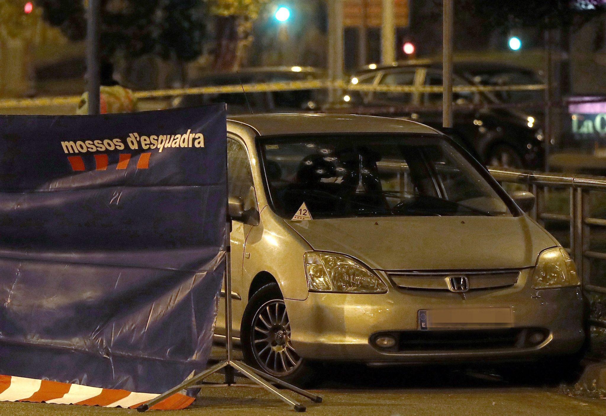 Hiszpania: strzelanina w Barcelonie, w której zginęła jedna osoba, a dwie zostały ranne (foto. PAP/EPA/ANDREU DALMAU)