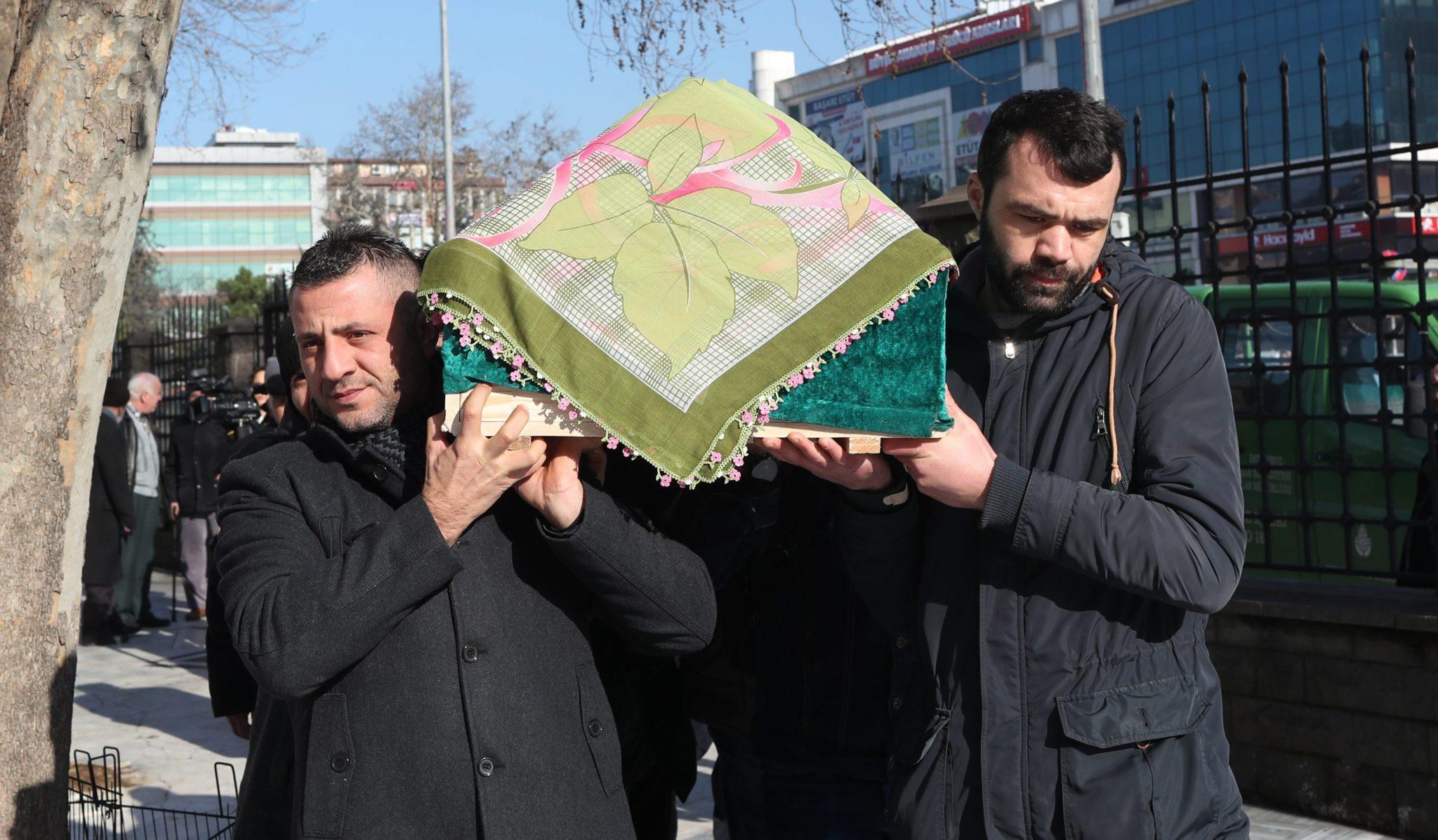 Turcja: pogrzeb ofiar zamachu noworocznego w Istambule (foto. PAP/EPA/SEDAT SUNA)