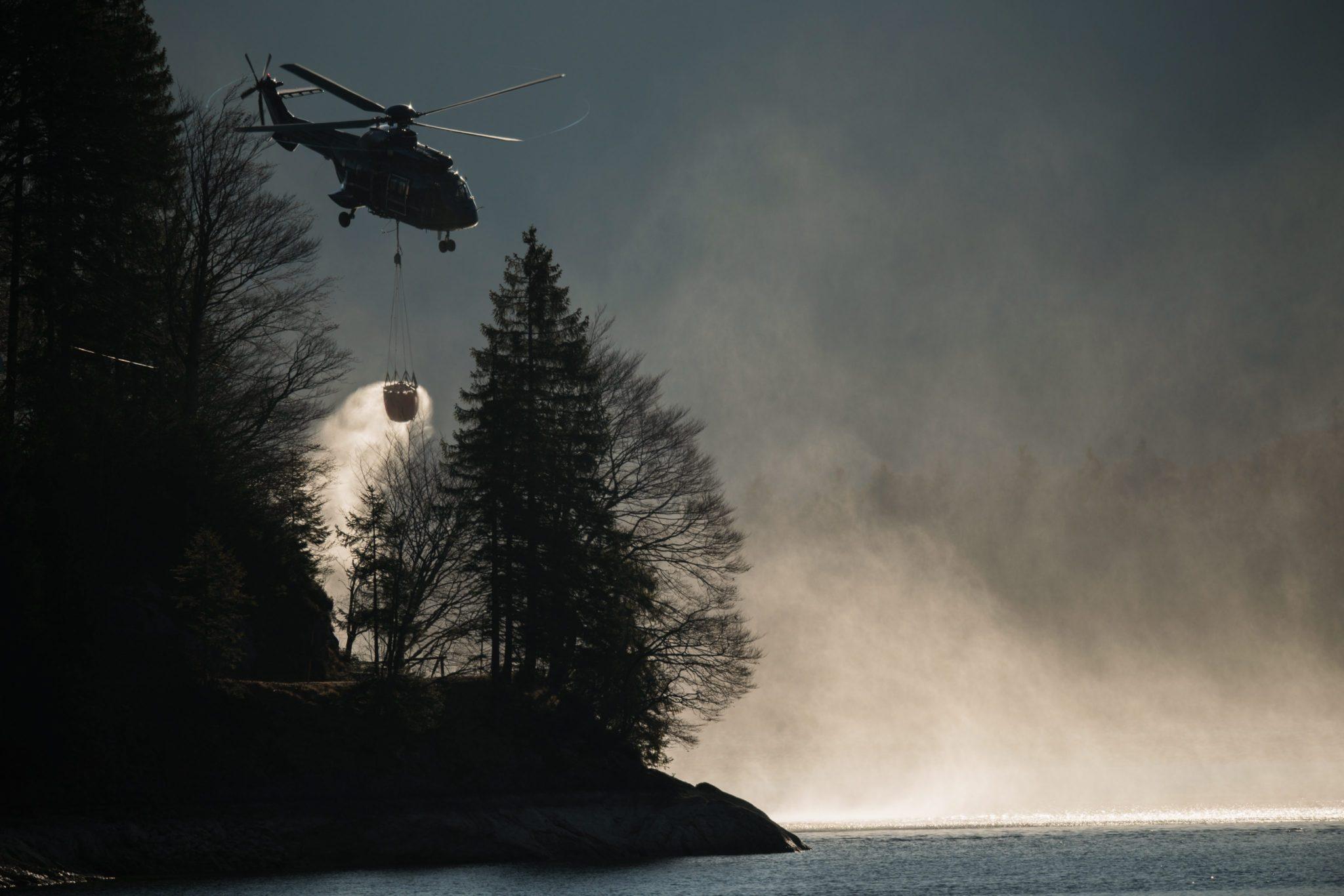 Niemcy: akcja gaszenia lasów na Bawarii (foto. PAP/EPA/CHRISTIAN BRUNA)