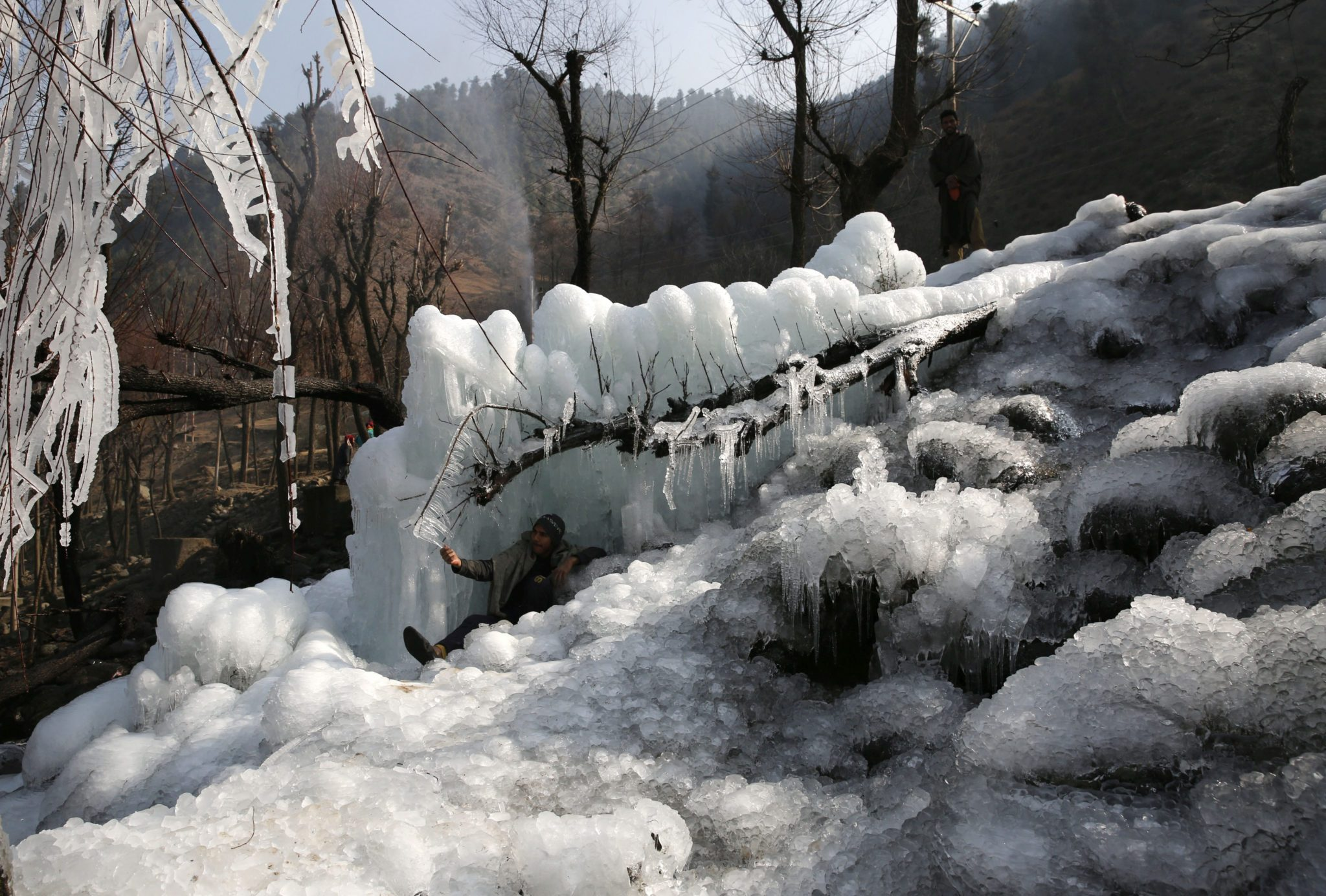 Indie: atak mrozu w Kaszmirze (foto. PAP/EPA/FAROOQ KHAN)