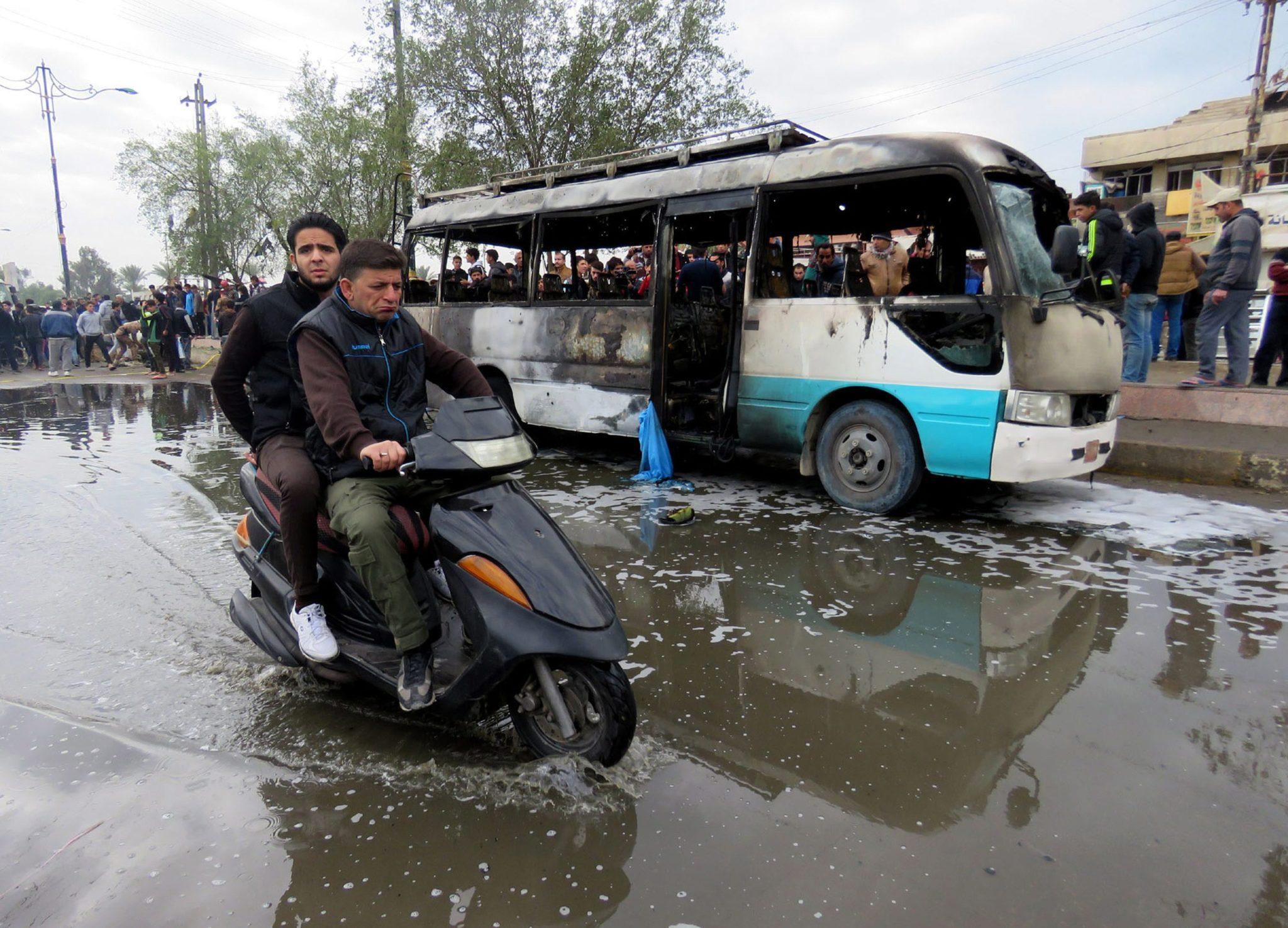 Irak: atak bombowy w Bagdadzie, w którym według wstępnych szacunków policji zginęło 37 osób (foto. PAP/EPA/ALI ABBAS)