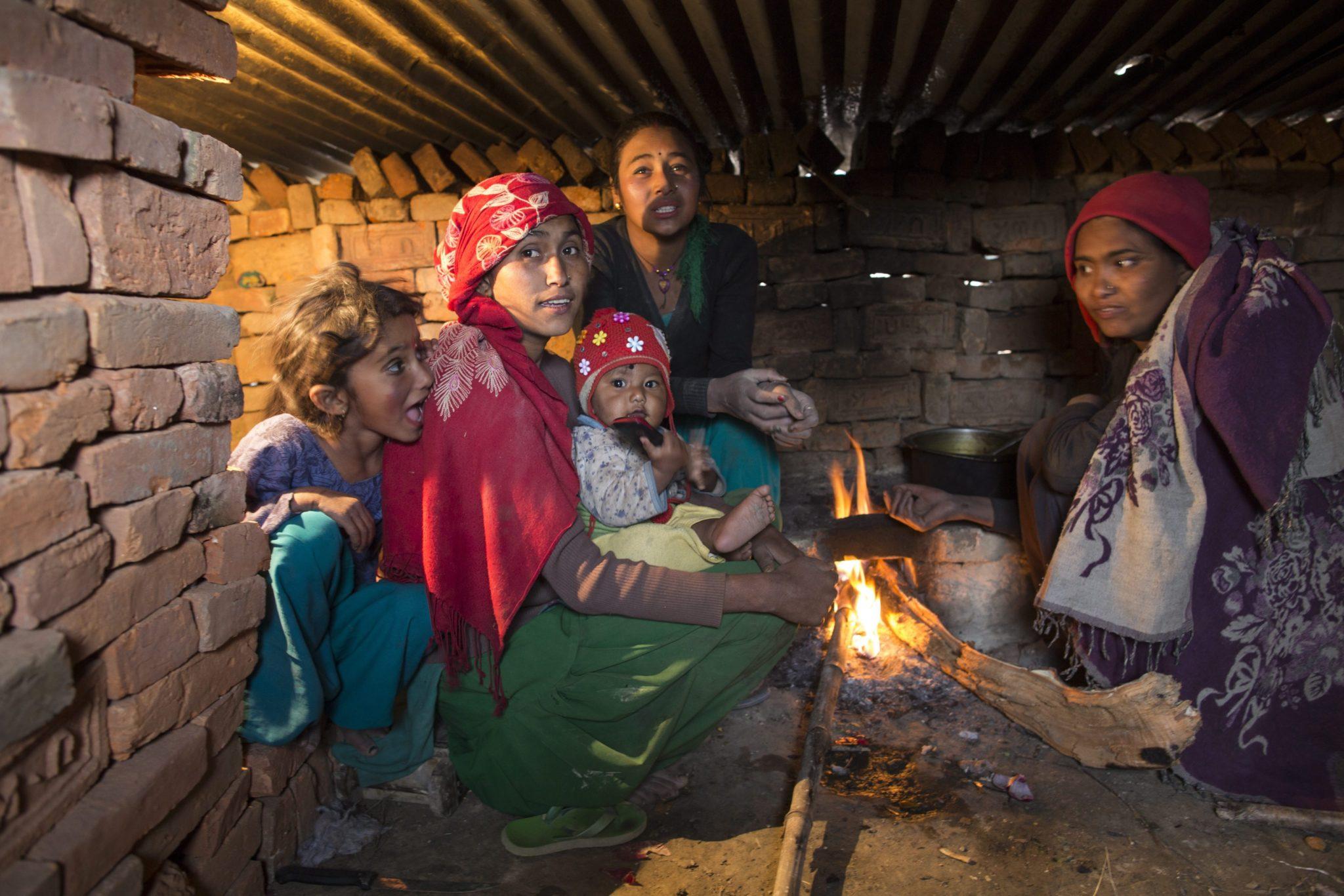 Nepal: sezon zimowy w cegielni w Lilatpur (foto. PAP/EPA/NARENDRA SHRESTHA)