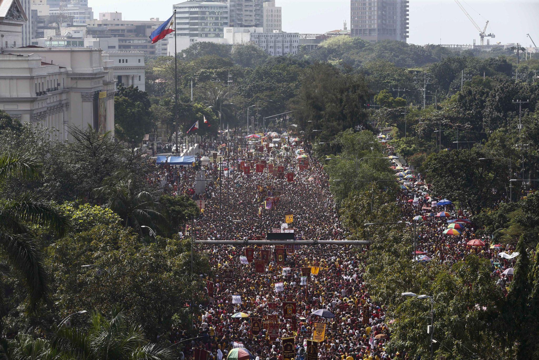 Filipiny: obchody święta Czarnego Chrystusa w Manili (foto. PAP/EPA/ROLEX DELA PENA)