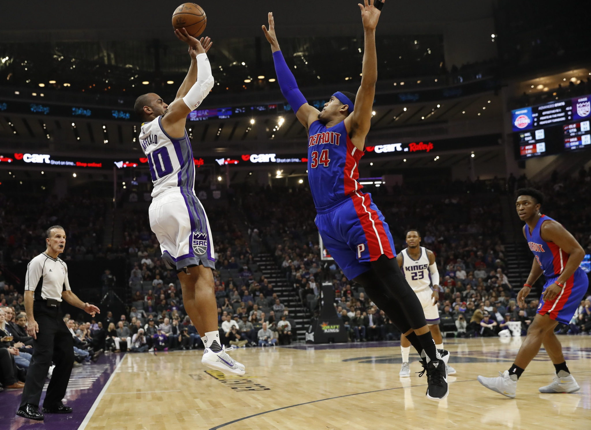 USA: rozgrywki NBA pomiędzy Detroit Pistons a Sacramento Kings w Kalifornii (foto. PAP/EPA/JOHN G. MABANGLO)