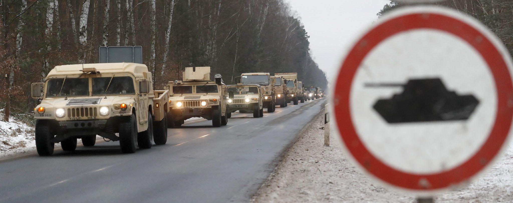 Niemcy: konwój wojsk USA zmierzający w kierunku Polski (foto. PAP/EPA/FELIPE TRUEBA)