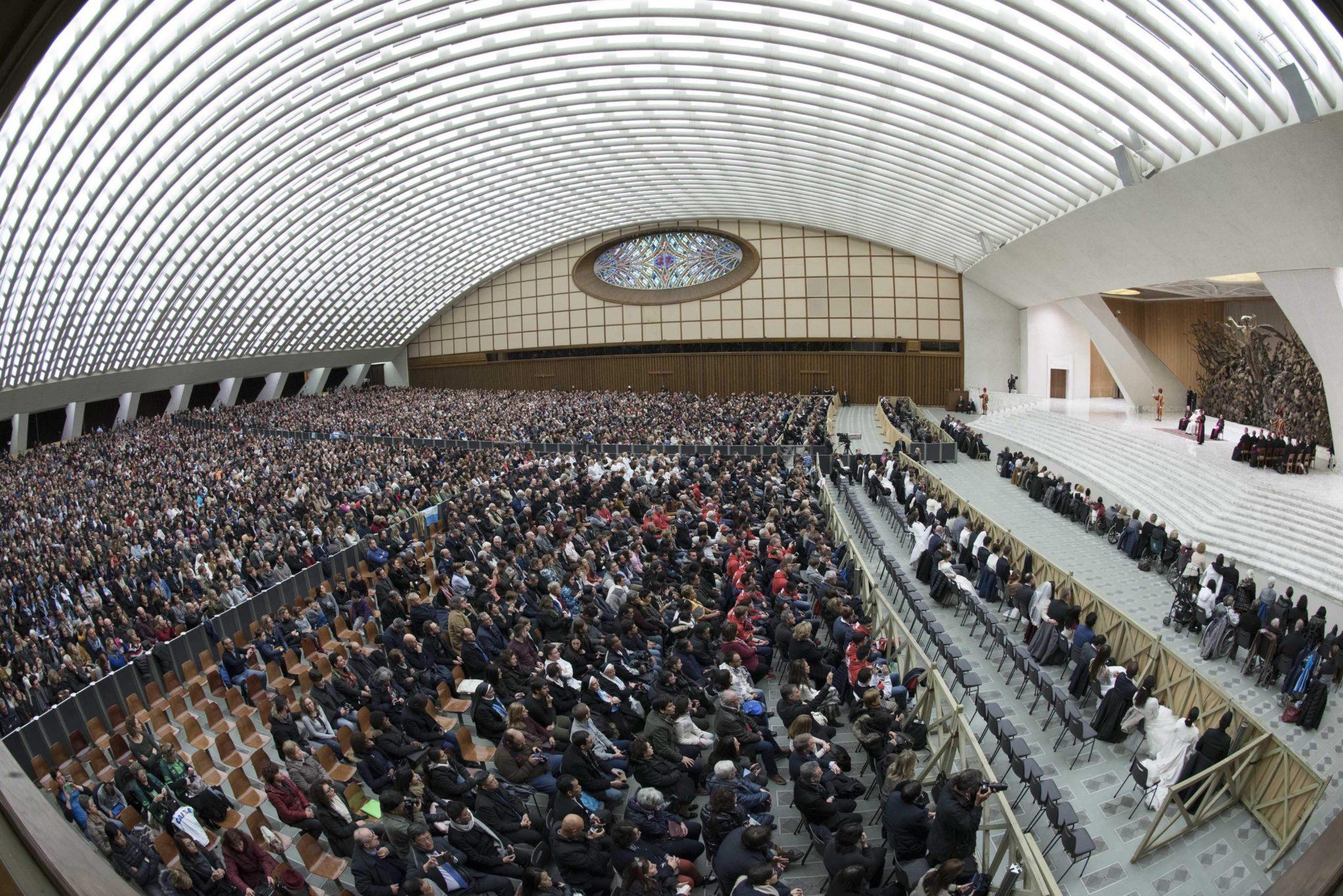 Watykan: audiencja generalna papieża Franciszka w auli Pawła VI (foto. PAP/EPA/GIORGIO ONORATI)