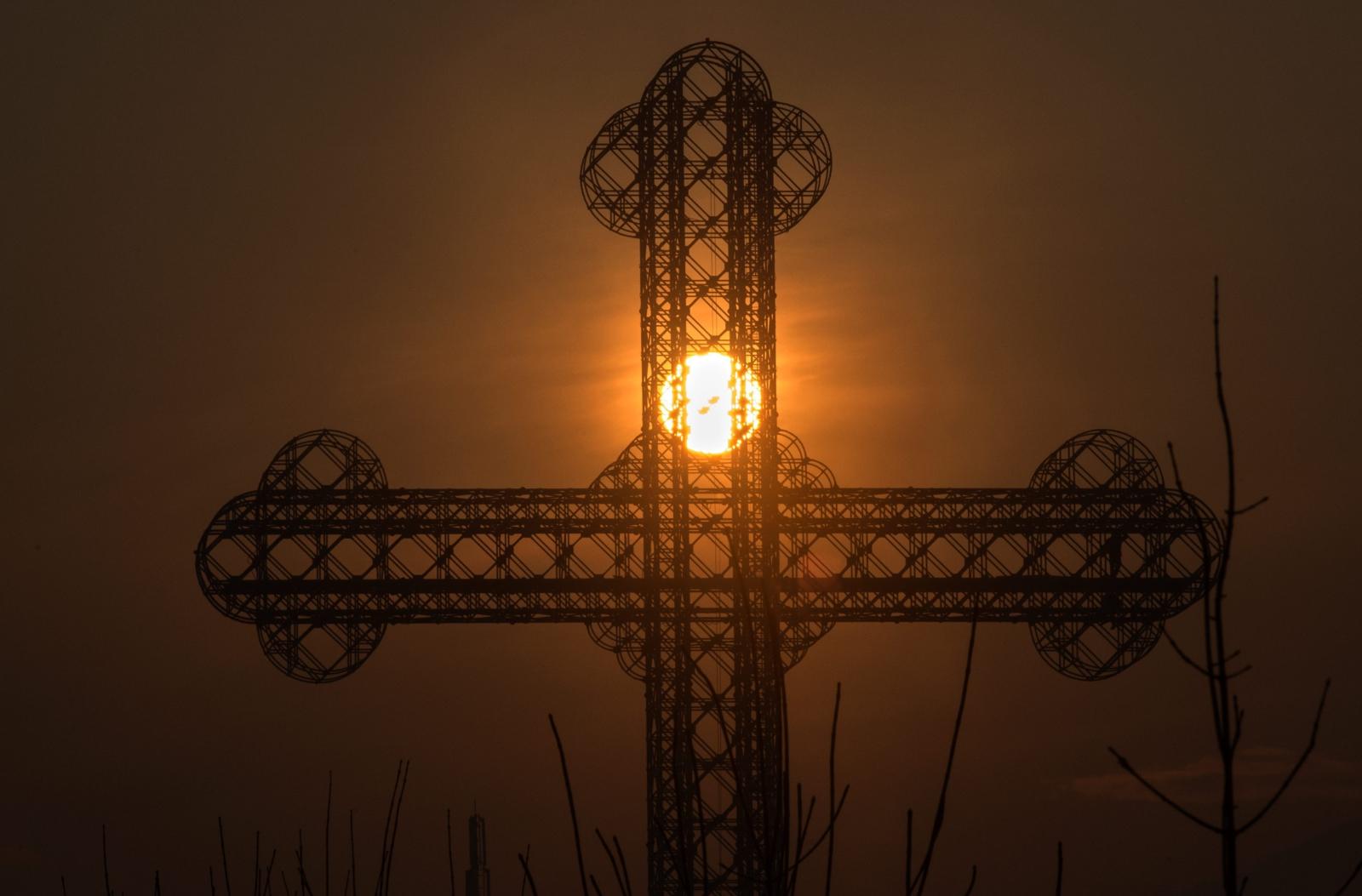 Słońce za krzyżem, Skopje, Macedonia.