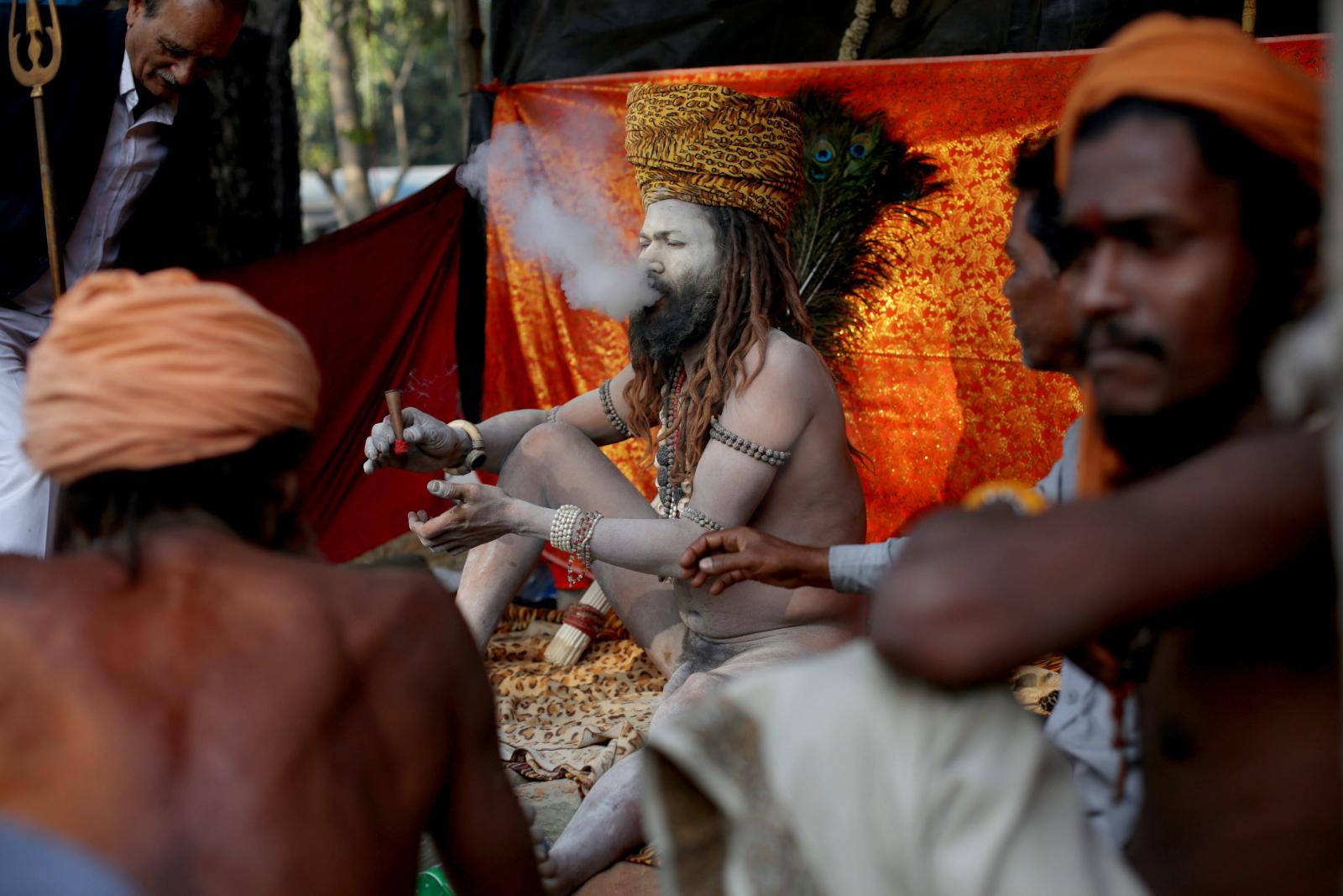 Coroczne spotkanie hinduskich pielgrzymów 130km od Kalkuty. Celem pielgrzymki jest wykąpanie się w świętej rzece Ganga.  Fot. PAP/ EPA/PIYAL ADHIKARY