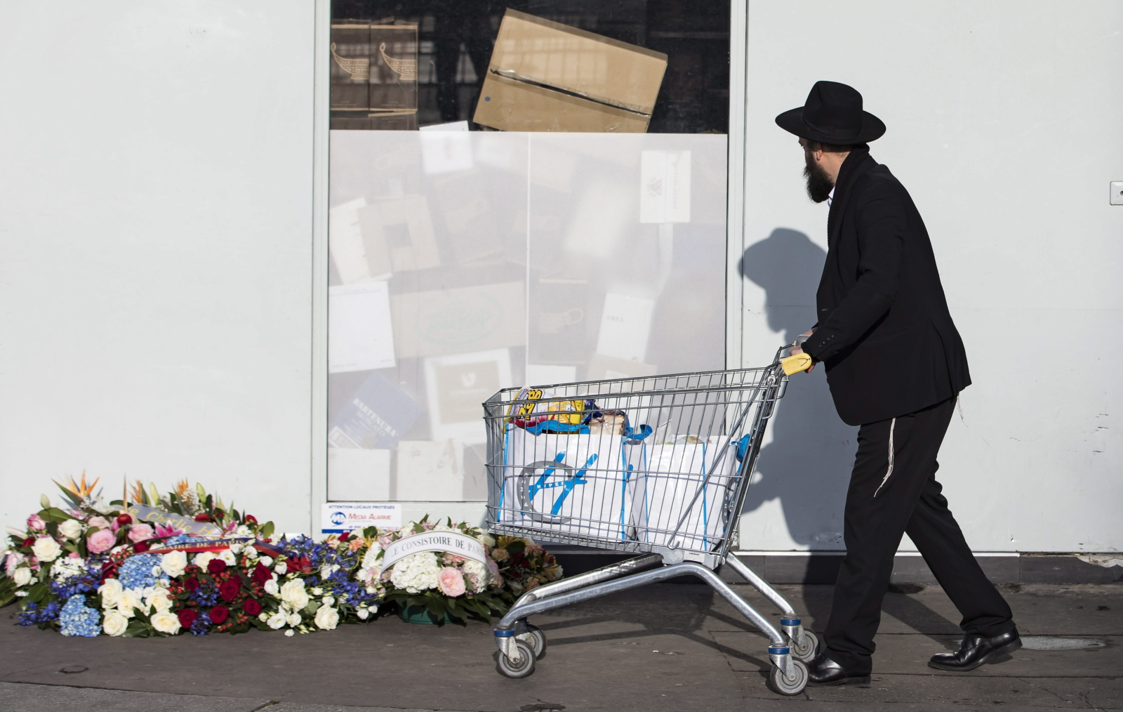 Druga rocznica ataku na redakcję Charlie Hebdo we Francji.  Fot. PAP/EPA/IAN LANGSDON