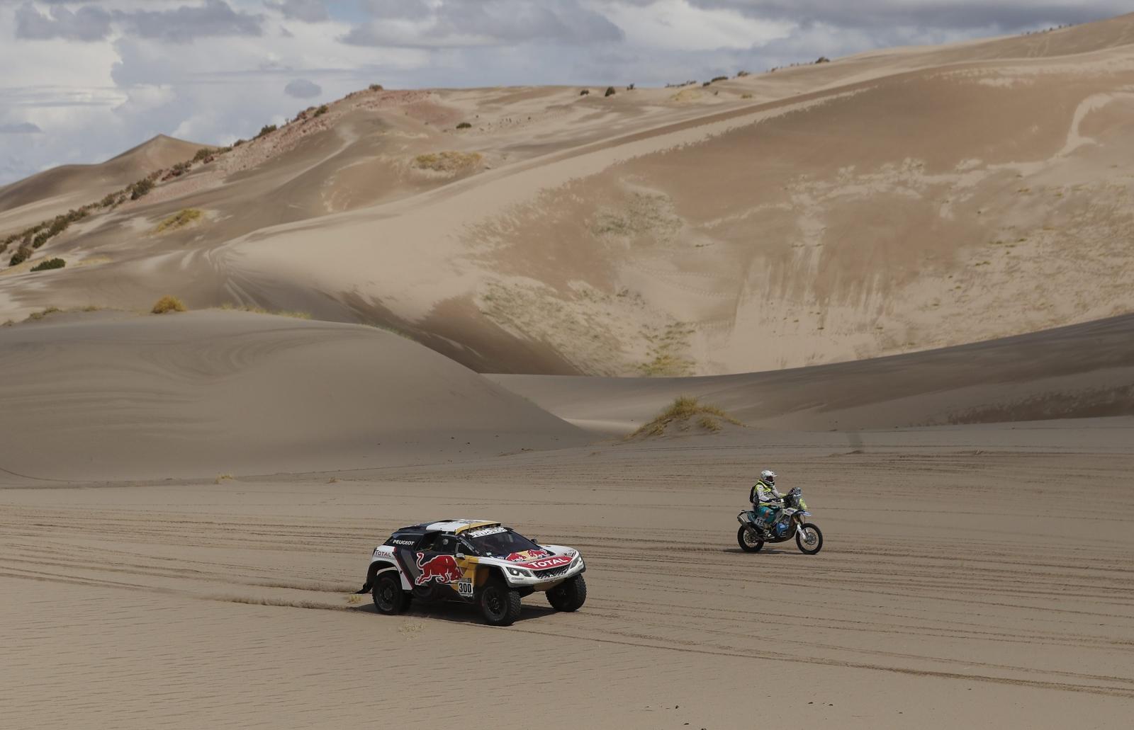 Kolejny dzień Rajdu Dakar, tym razem już w Argentynie.  EPA/DAVID FERNANDEZ