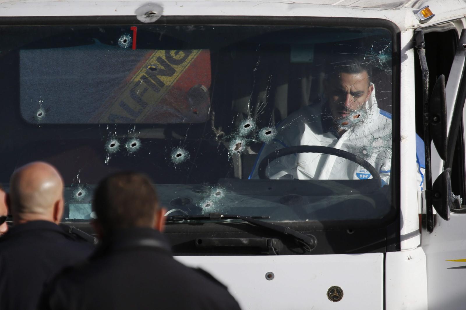 Atak w Jerozolimie.  Fot. PAP/EPA/ABIR SULTAN