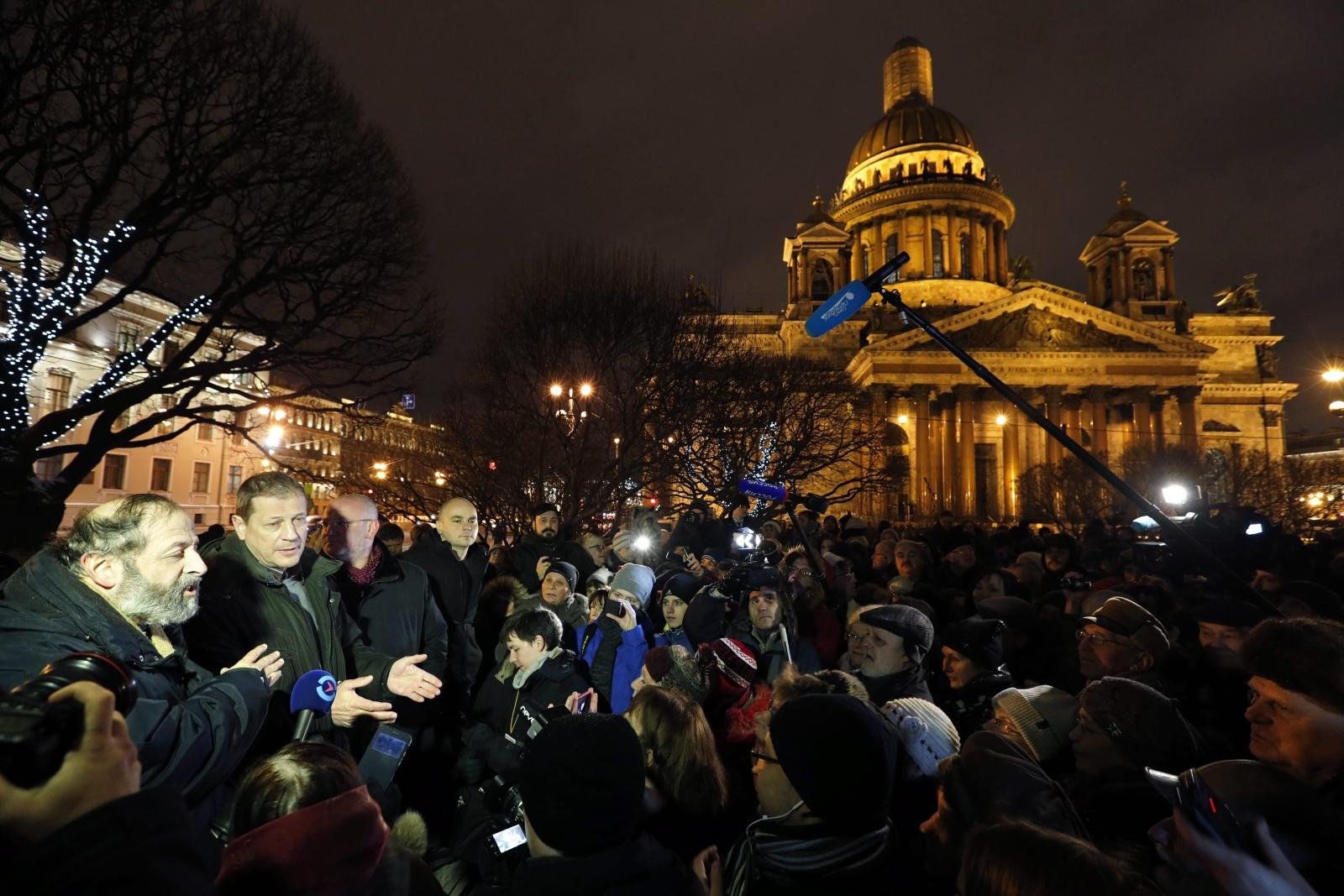 Petersburg, Rosja: protest przeciwko uczynieniu z Katedry św. Izaaka kościoła prawosławnego. Fot. PAP/EPA/ANATOLY MALTSEV