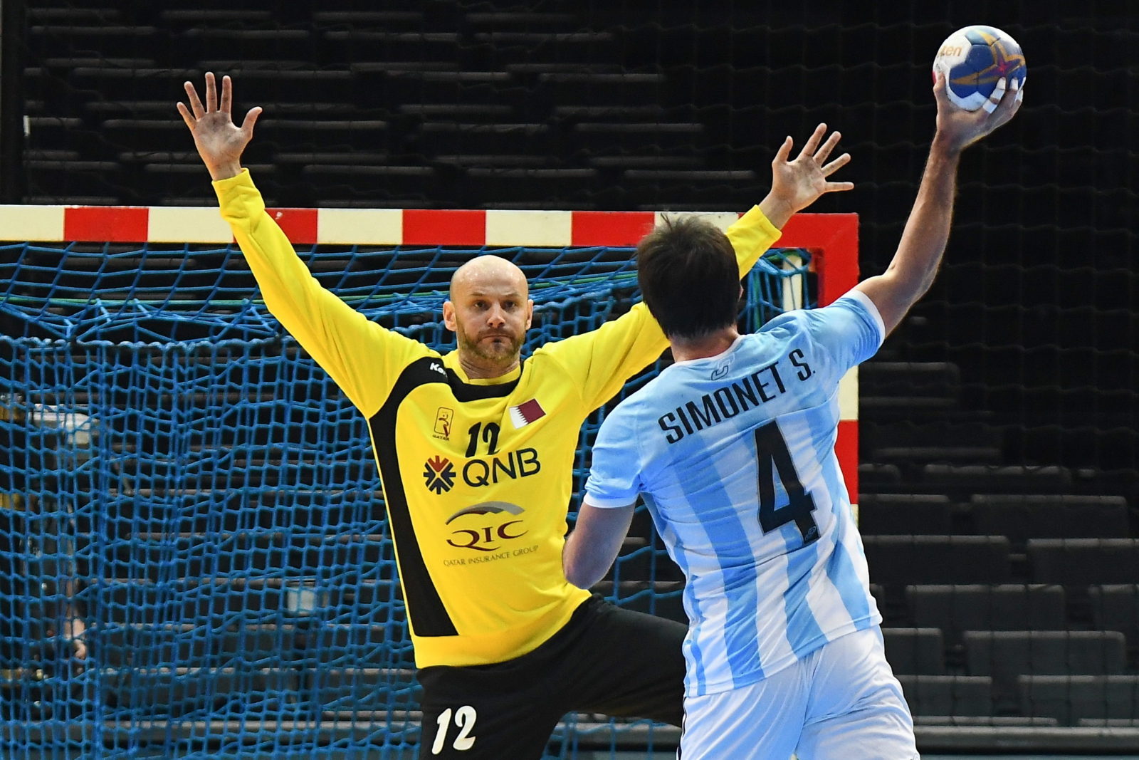 Katarczyk Danijel Saric w meczu z Argentyną w czasie Mistrzostw Świata w piłce ręcznej.