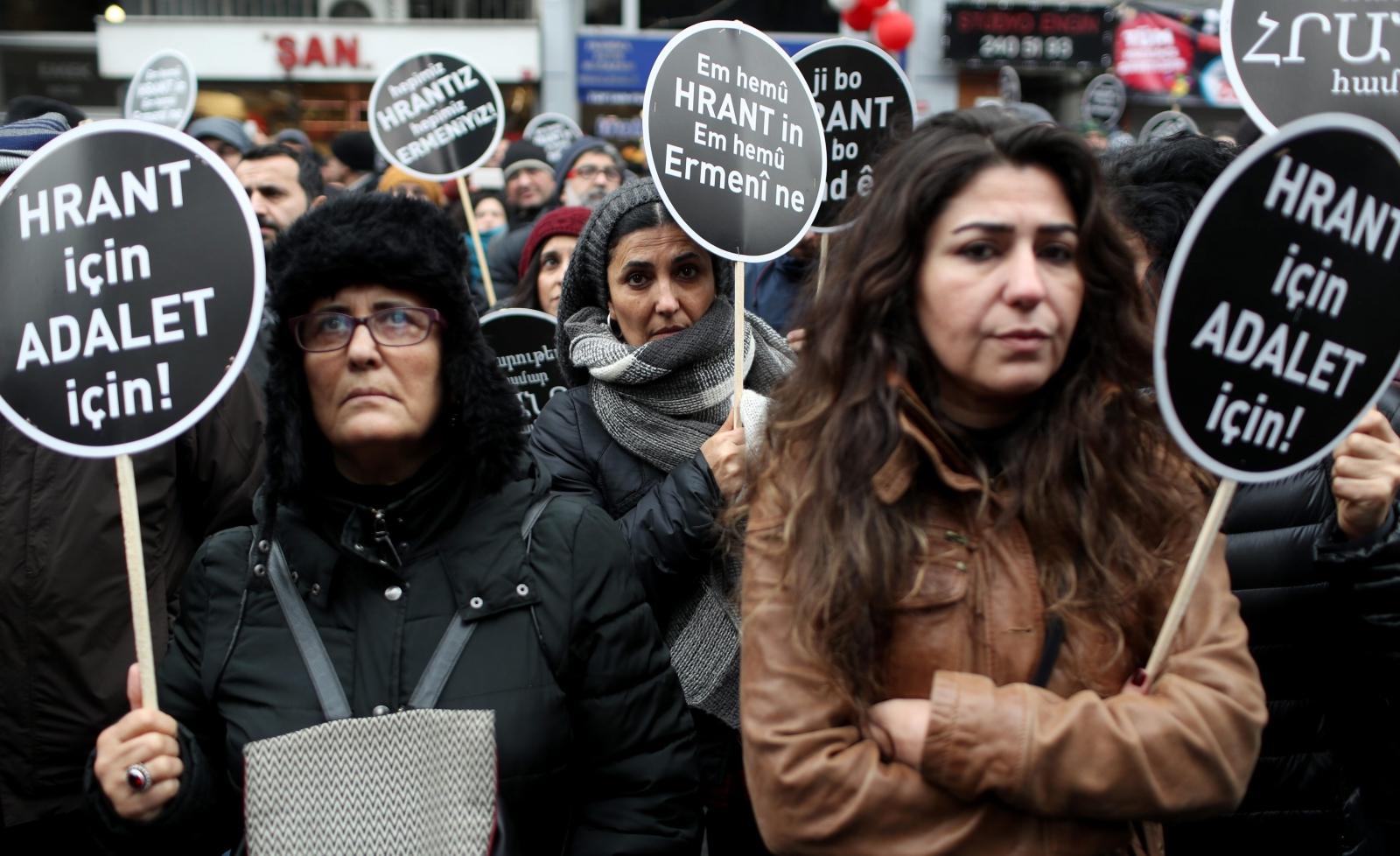 10. rocznica śmierci turecko-armeńskiego dziennikarza Hranta Dinka, którego zastrzelono w 2007r. Fot. PAP/EPA/SEDAT SUNA