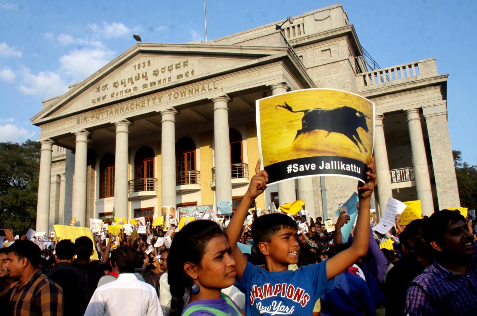 Protest w imię etycznego traktowania zwierząt w Bangalore w Indiach. Fot. PAP/EPA/JAGADEESH NV