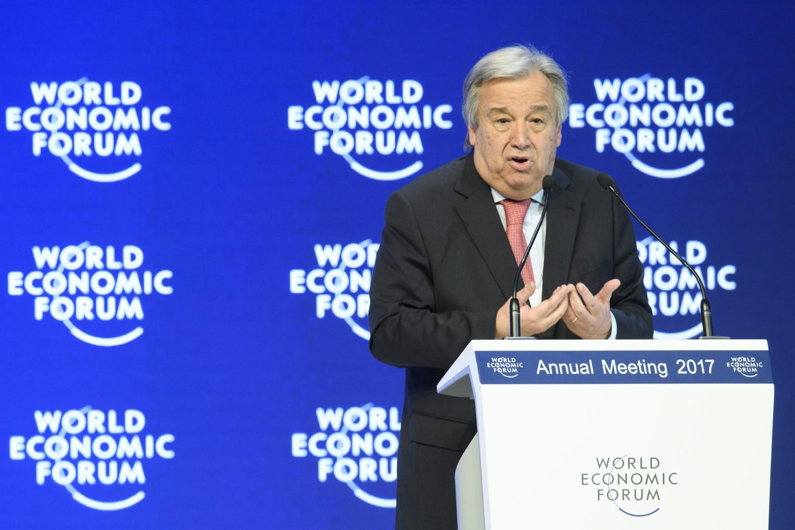 Sesja plenarna 47. dorocznego spotkania Światowego Forum Ekonomicznego w Davos, w Szwajcarii. Fot. PAP/EPA/GIAN EHRENZELLER