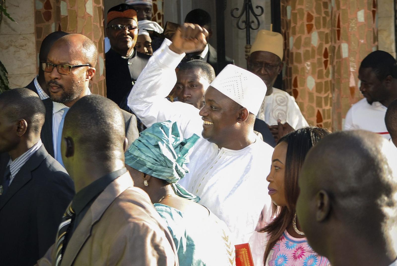 Adama Barrow został zaprzysiężony na prezydenta Gambii.  Fot. PAP/EPA/STR