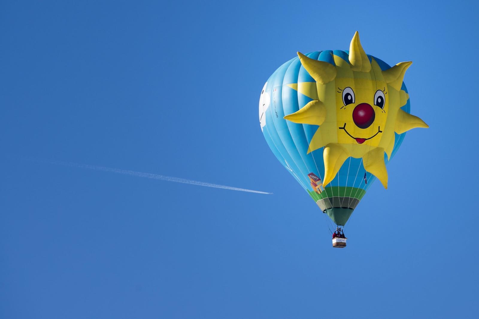 39. Festiwal Balonów w Chateau-d'Oex w Szwajcarii. Fot. PAP/EPA/JEAN-CHRISTOPHE BOTT