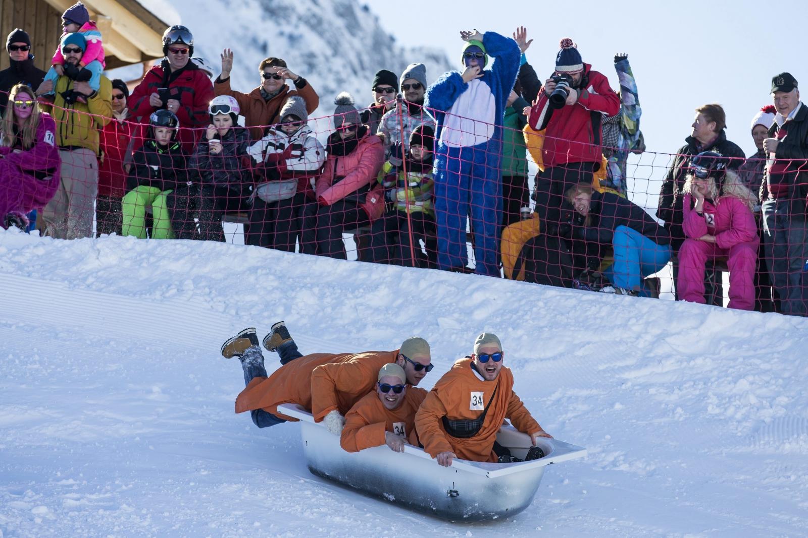 5. Bathtub, czyli zjazd w wannie miał miejsce w Stoos w Szwajcarii. Fot. PAP/EPA/ALEXANDRA WEY