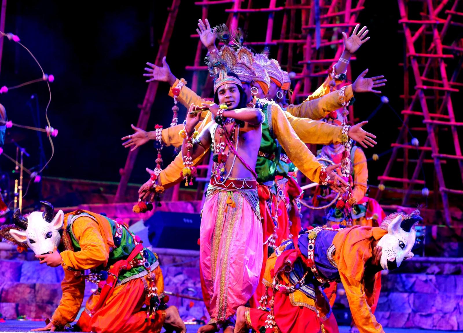Indyjscy tancerze w czasie Targów Lokrang.