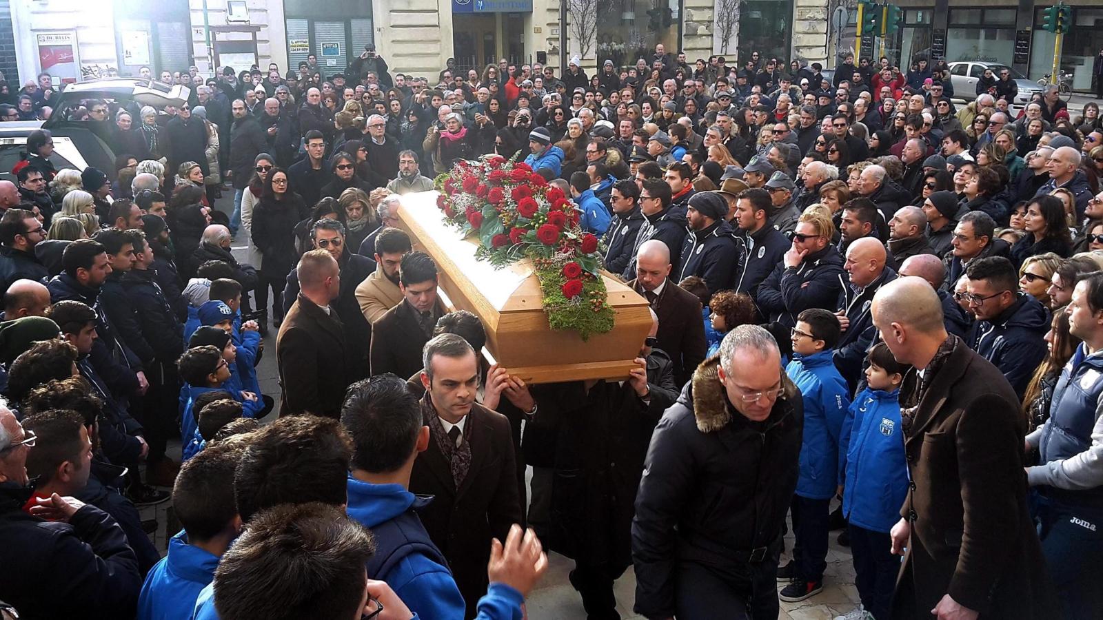Pogrzeb Roberto Del Rosso, jednej z ofiar zasypanej w lawinie w hotelu Rigopiano.