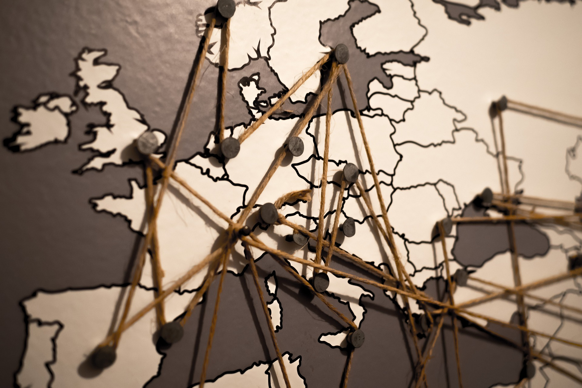 Choć to kontynent, na którym mieszkamy, to w rzeczywistości jest to wiele krajów o własnej tożsamości, innej niż ta polska. Ile tak naprawdę wiemy o Europie?
