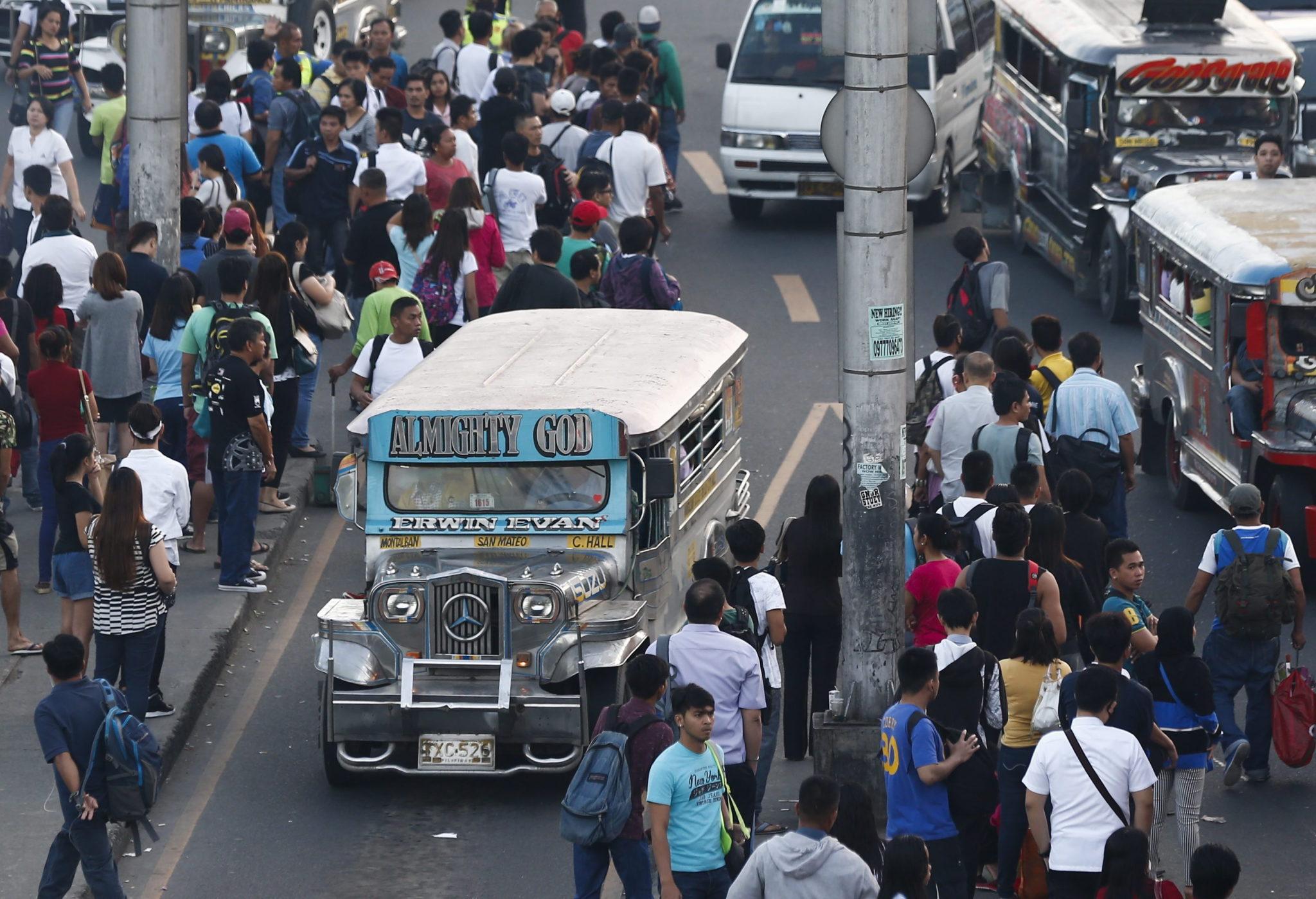 Filipiny: strajk pracowników transportu publiczne w Manili (foto. PAP/EPA/ROLEX DELA PENA)