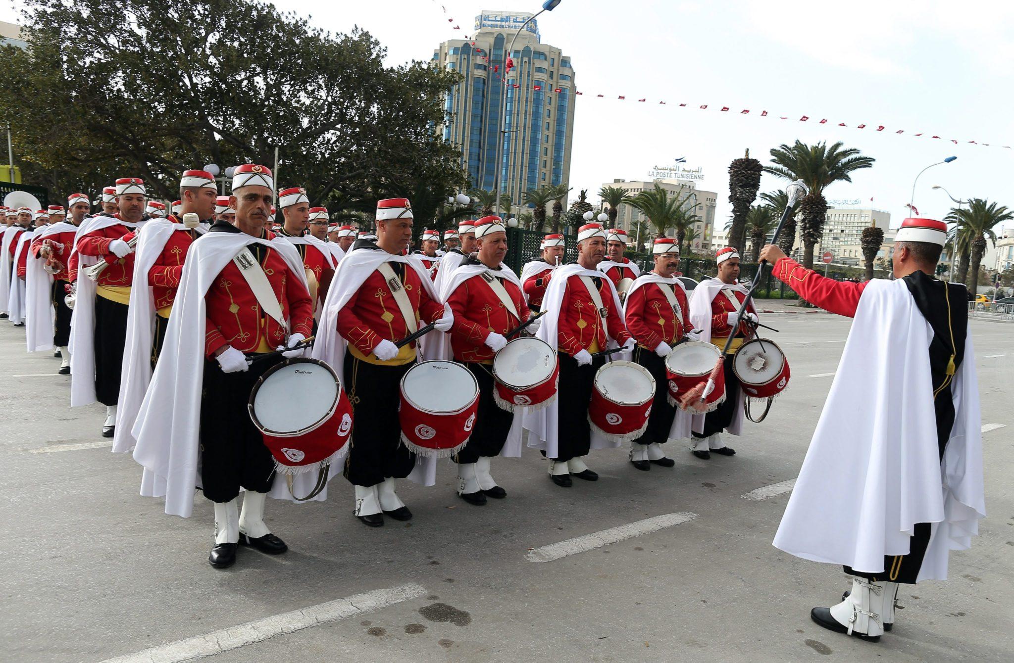 Tunezja: doroczne obchody upamiętniające zamach na życie narodowego bohatera Chokri Belaide w Tunisie (foto. PAP/EPA/MOHAMED MESSARA)