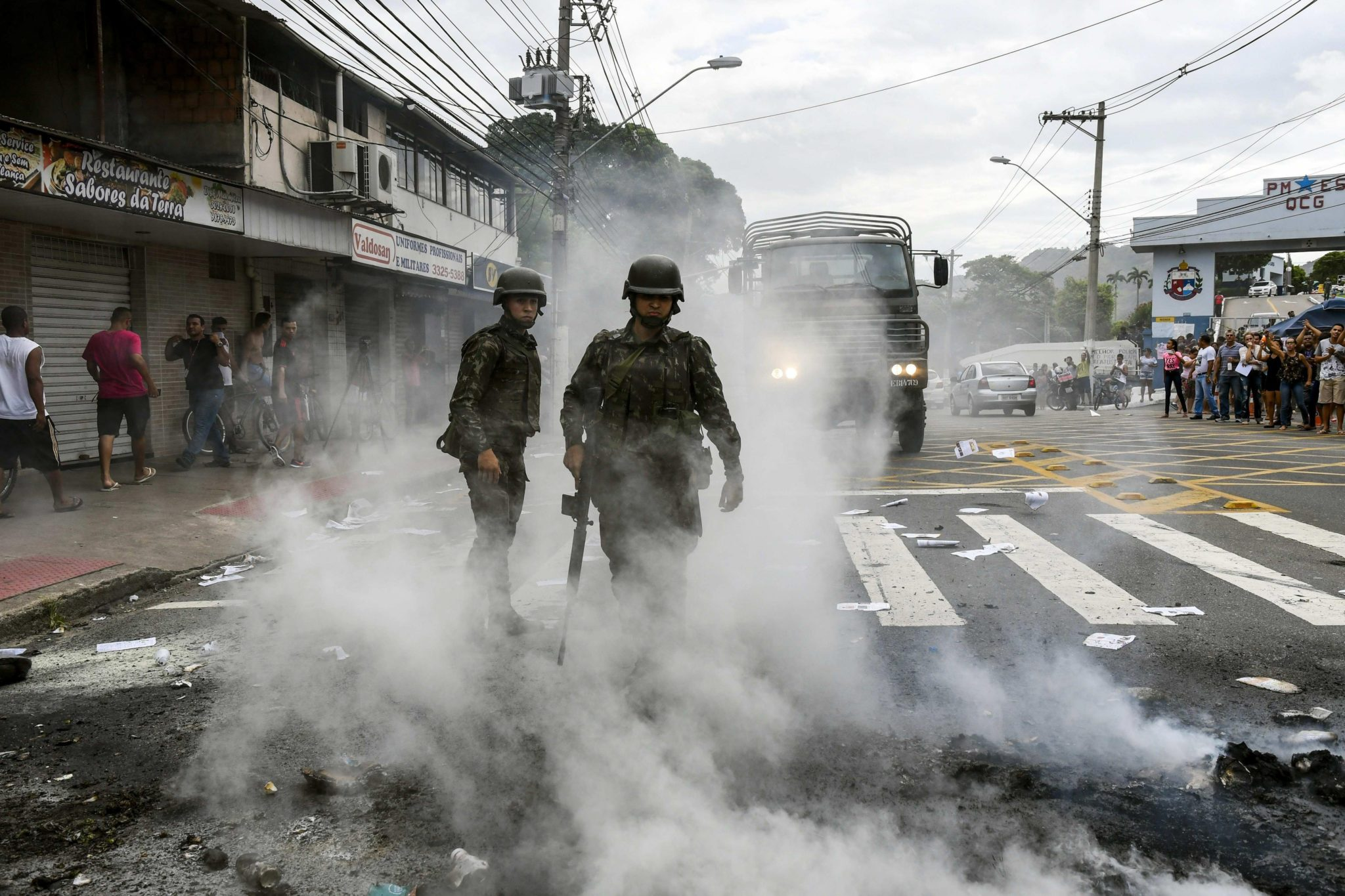Brazylia: zamieszki podczas antypolicyjnego protestu w Espirito Santo (foto. PAP/EPA/Gabriel Lordello)