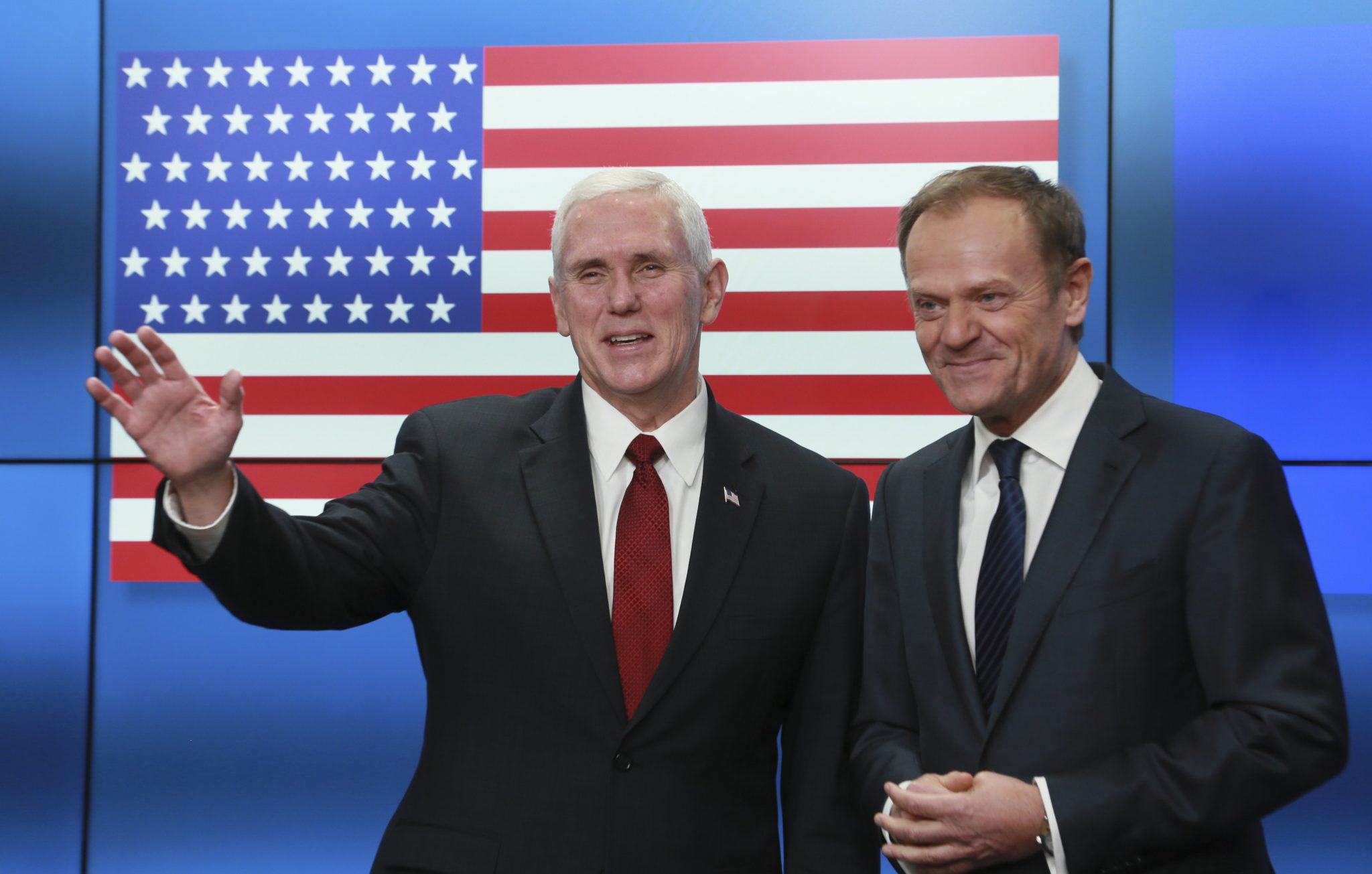 Belgia: wizyta wiceprezydenta USA Mike'a Pence'a w siedzibie Unii Europejskiej w Brukseli (foto. PAP/EPA/STEPHANIE LECOCQ)
