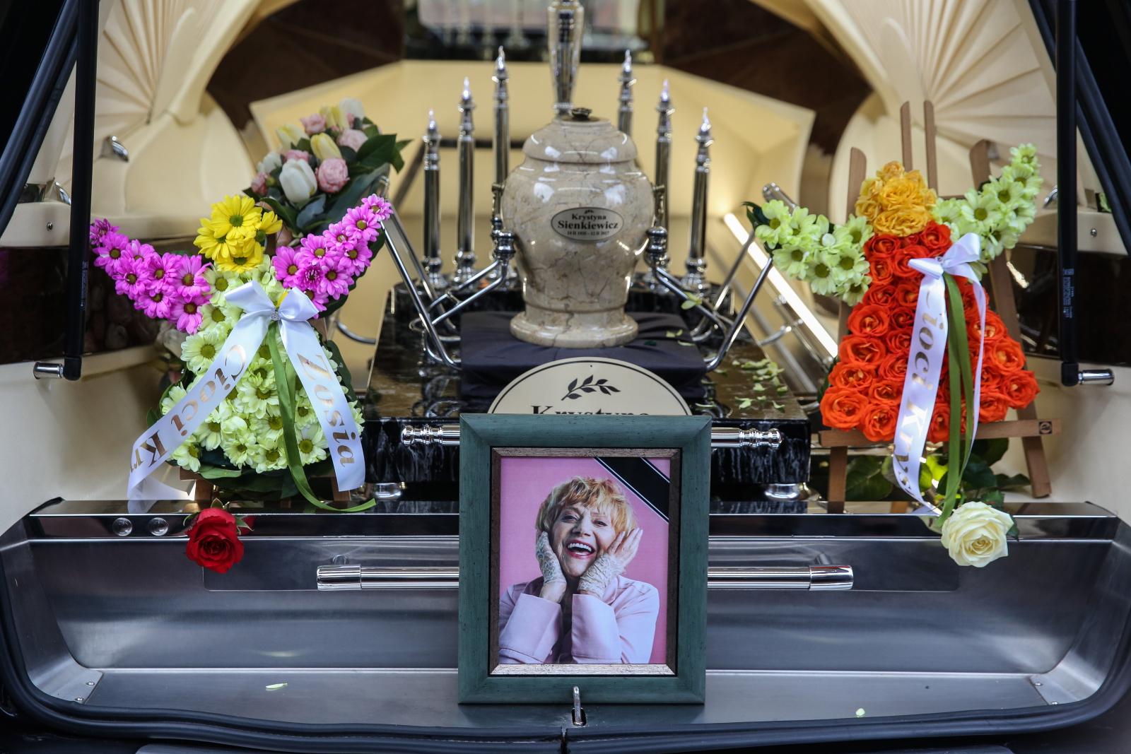 Uroczystości pogrzebowe Krystyny Sienkiewicz na warszawskim Cmentarzu Wojskowym na Powązkach.