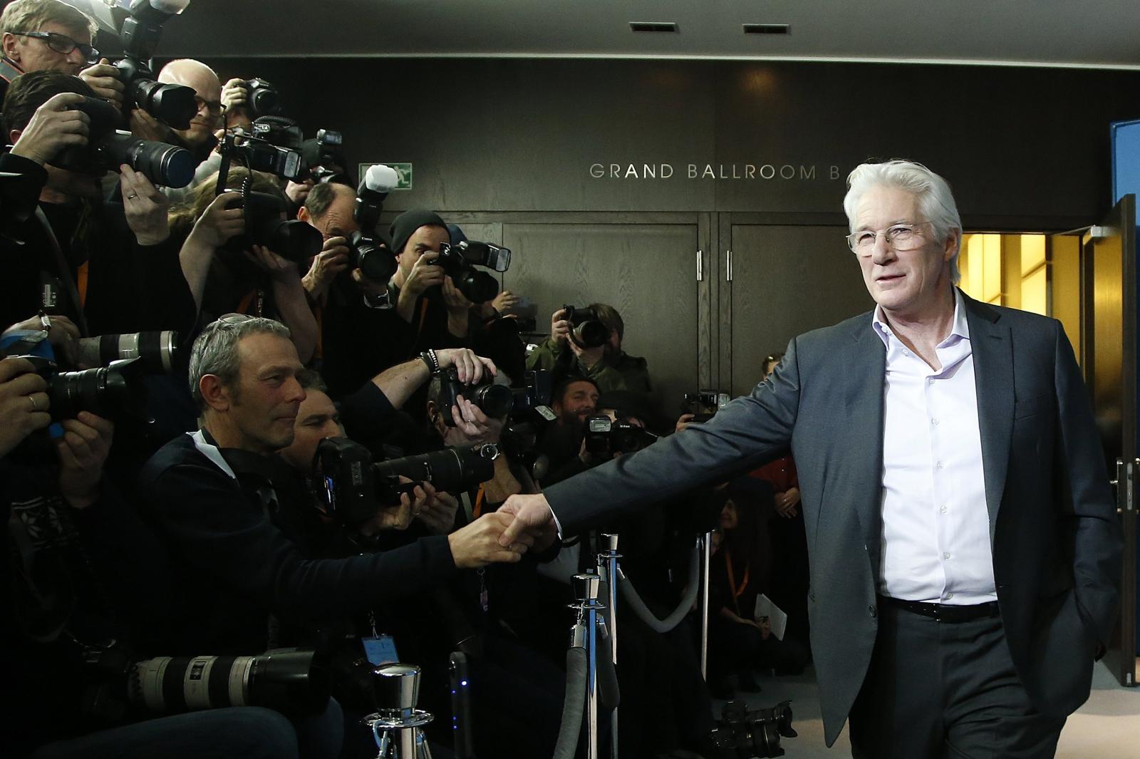 Richard Gere na 67. Berlińskim Festiwalu Filmowym. Fot. PAP/EPA/GUILLAUME HORCAJUELO Dostawca: PAP/EPA.
