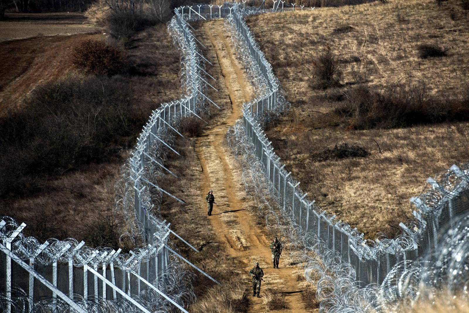 Patrol macedońskich żołnierzy na granicy między Macedonią a Grecją.