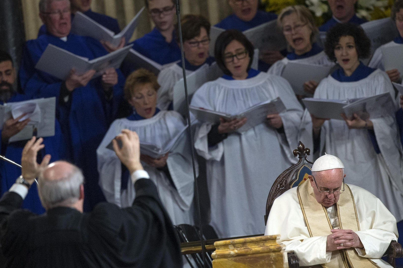 Papież Franciszek w czasie historycznej wizyty w anglikańskim kościele Wszystkich Świętych w Rzymie.