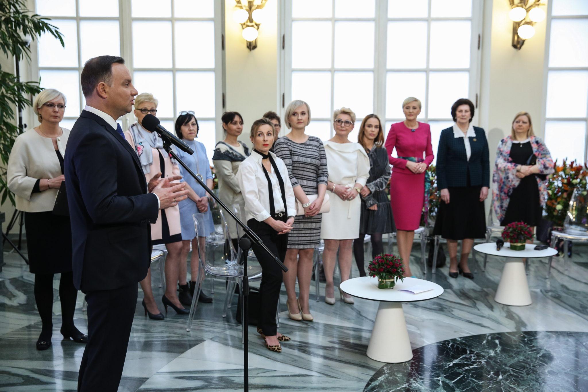 Polska: spotkanie Pary Prezydenckiej z przedstawicielkami kobiet w Pałacu Prezydenckim z okazji dnia kobiet (foto. PAP/Rafał Guz)