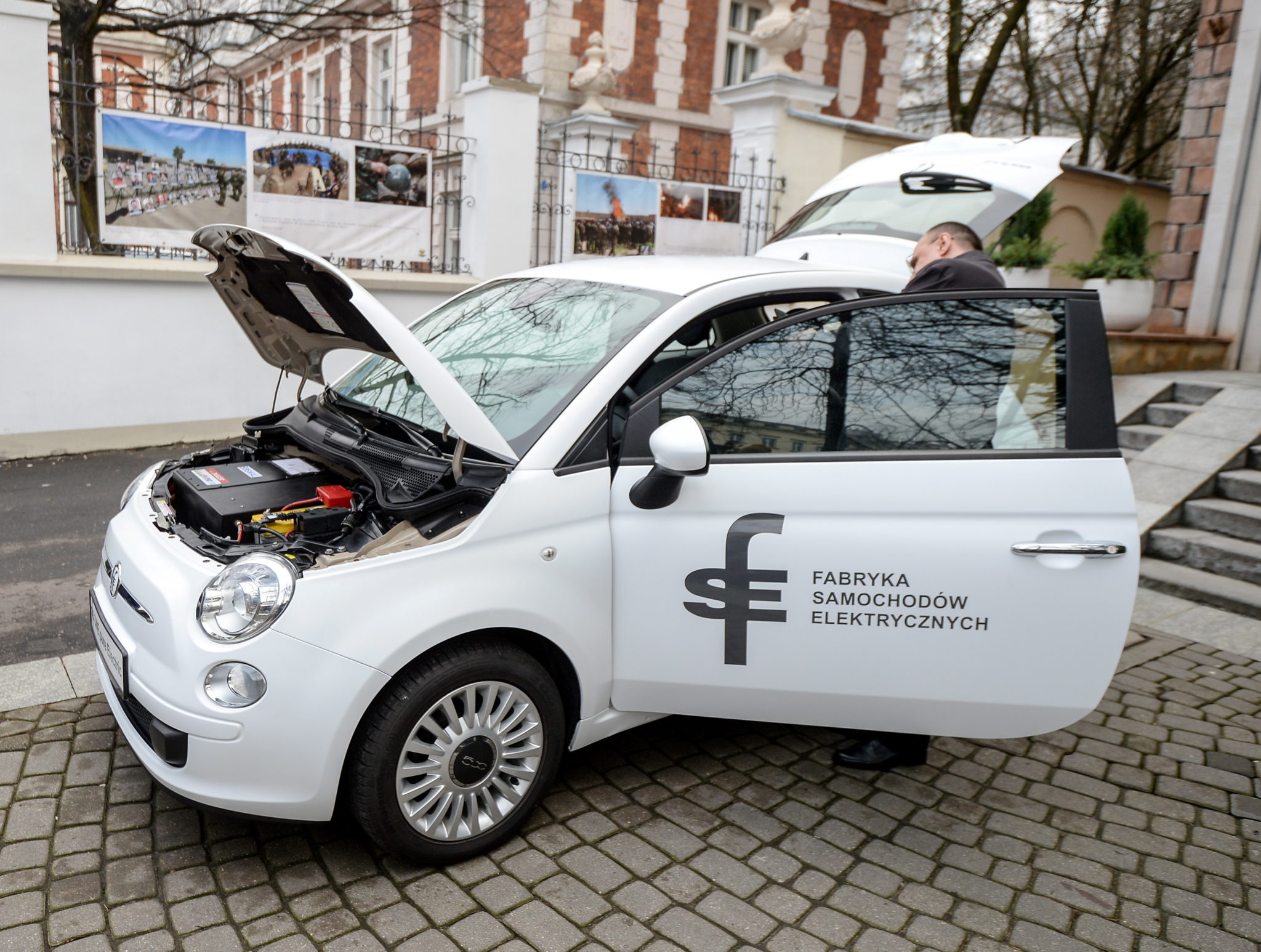 Polska: prezentacja pierwszego polskiego samochodu elektrycznego w Warszawie (foto. PAP/PAP/Marcin Obara)