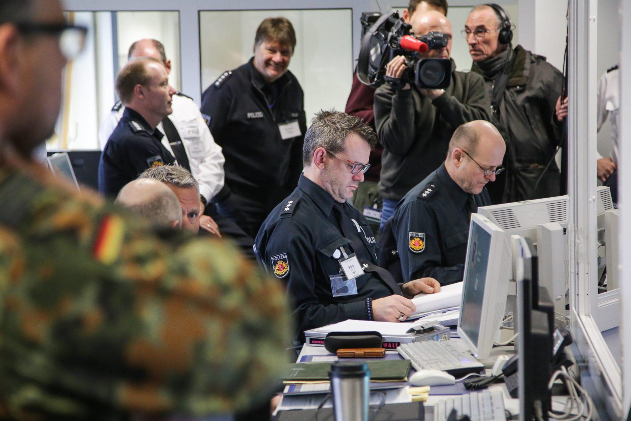 Niemcy: antyterrorystyczne ćwiczenia w Bremie (foto. PAP/EPA/FOCKE STRANGMANN)