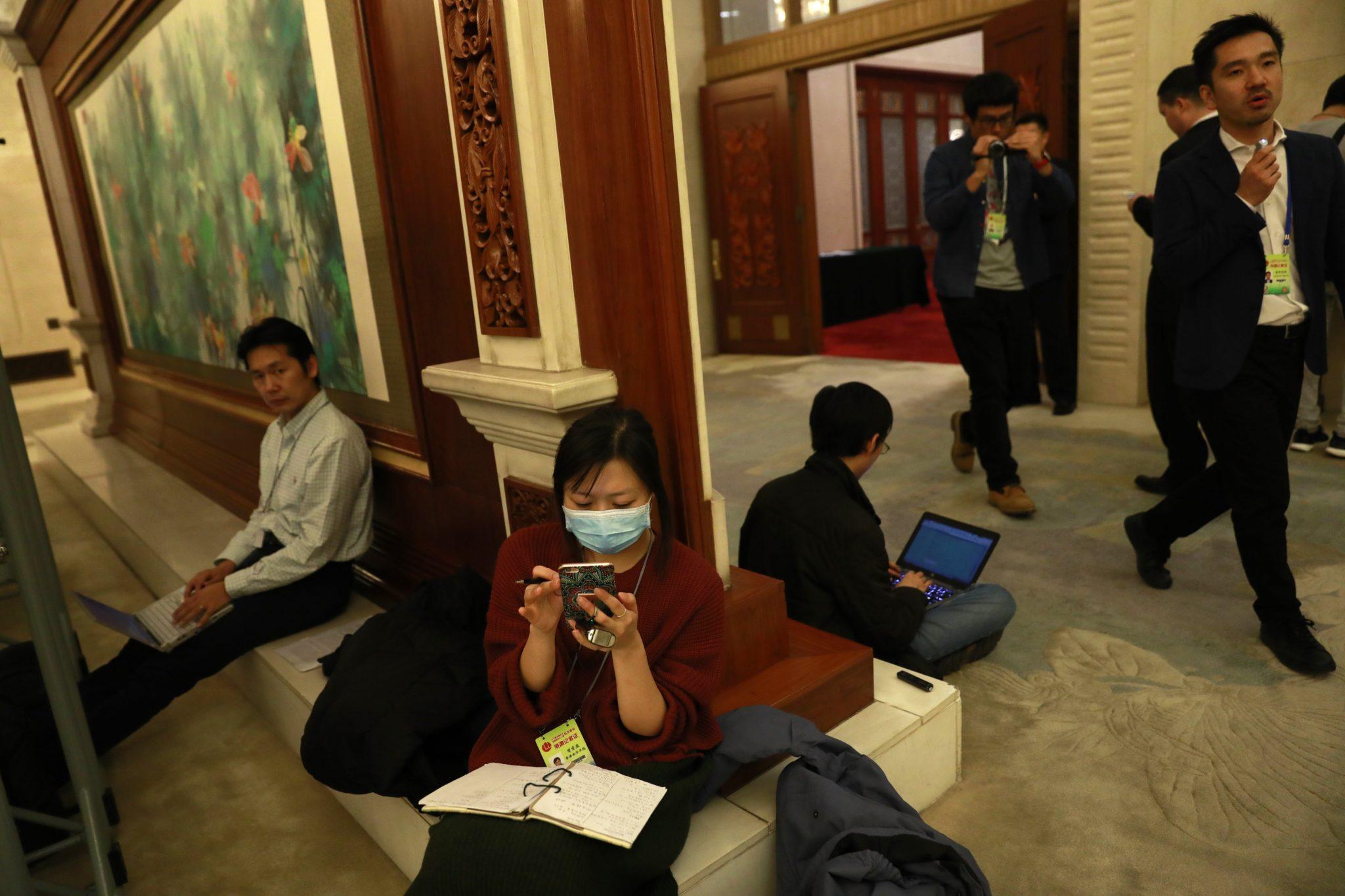 Chiny: 12 Ludowy Kongres w Hong Kongu (foto. PAP/EPA/HOW HWEE YOUNG)
