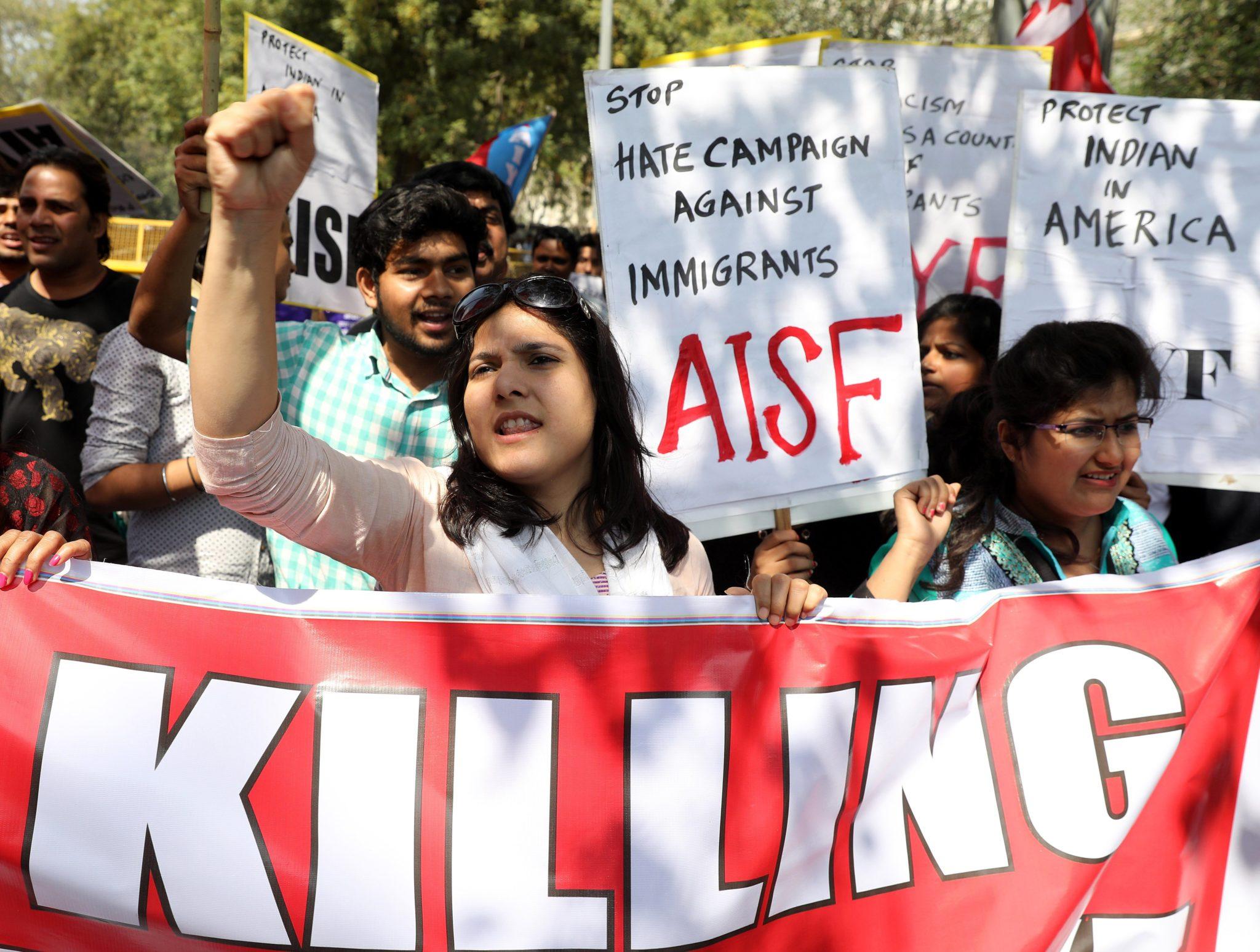 Indie: protest przeciwko polityce USA w New Delhi (foto. PAP/EPA/RAJAT GUPTA )