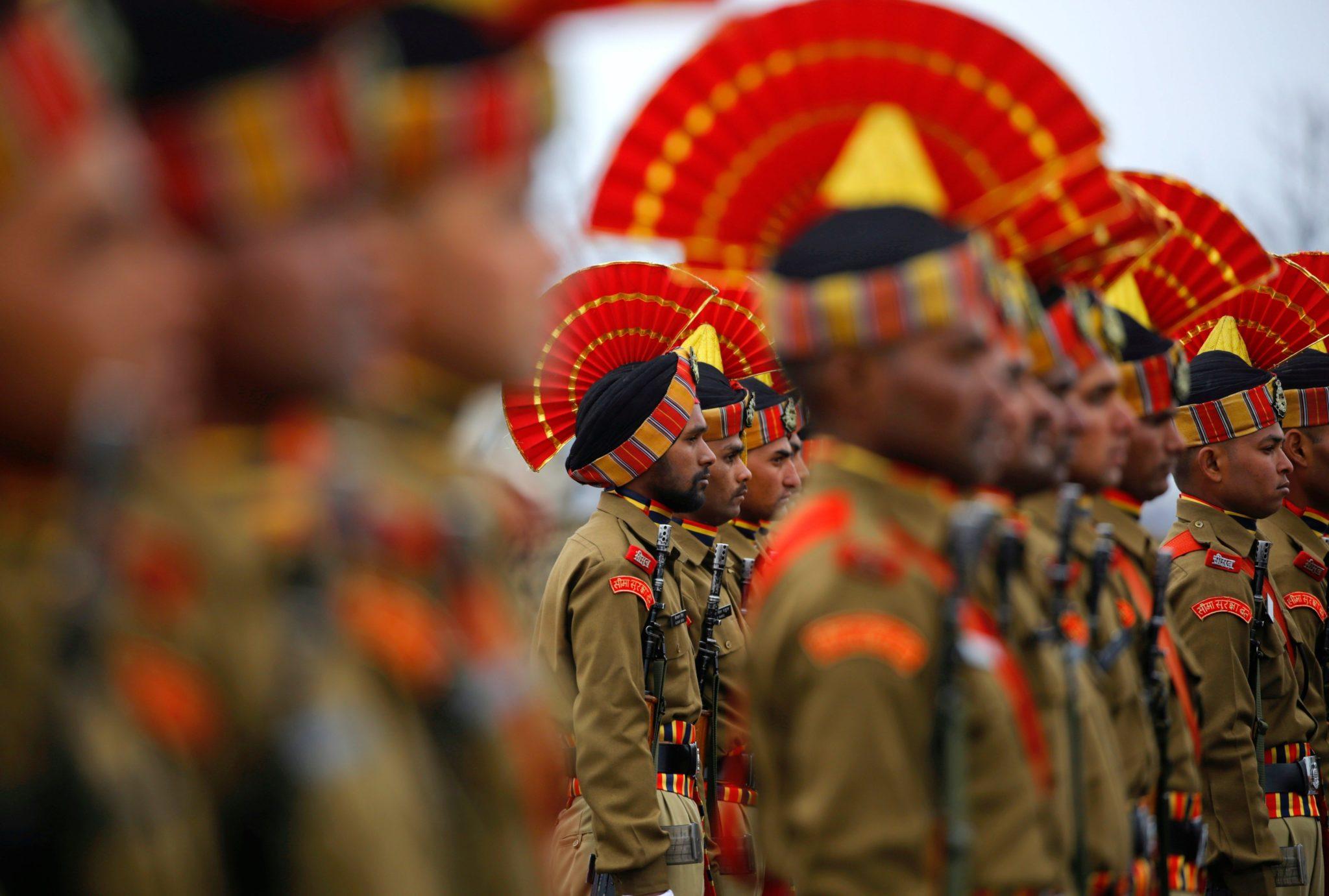 Indie: zaprzysiężenie nowych funkcjonariuszy straży granicznej w Hunhamie (foto. PAP/EPA/FAROOQ KHAN)