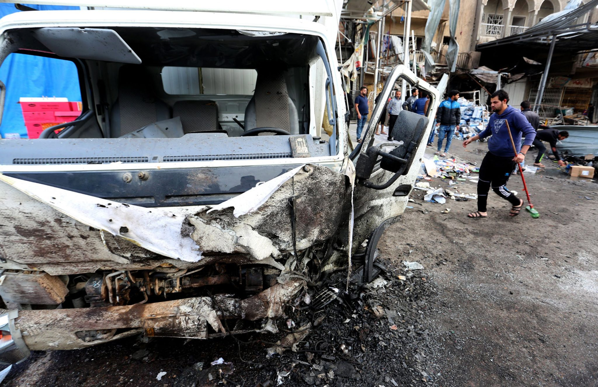 Irak: wybuch bomby w dystrykcie Amil, w wyniku zamachy zginęły 23 osoby, a 30 zostało rannych (foto. PAP/EPA/ALI ABBAS)