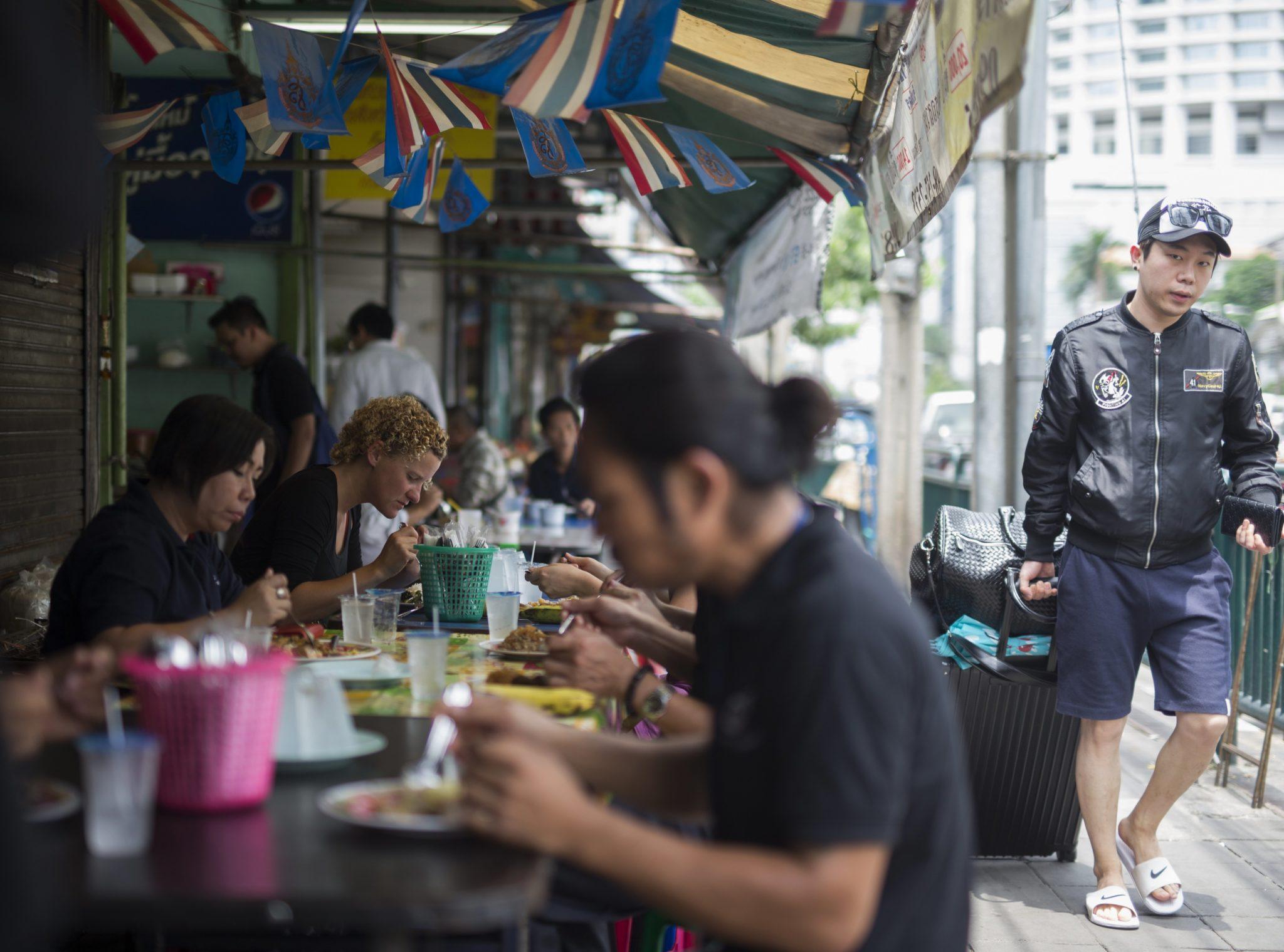 Tajlandia: uliczne restauracje w Bangkoku (foto. PAP/EPA/RUNGROJ YONGRIT)