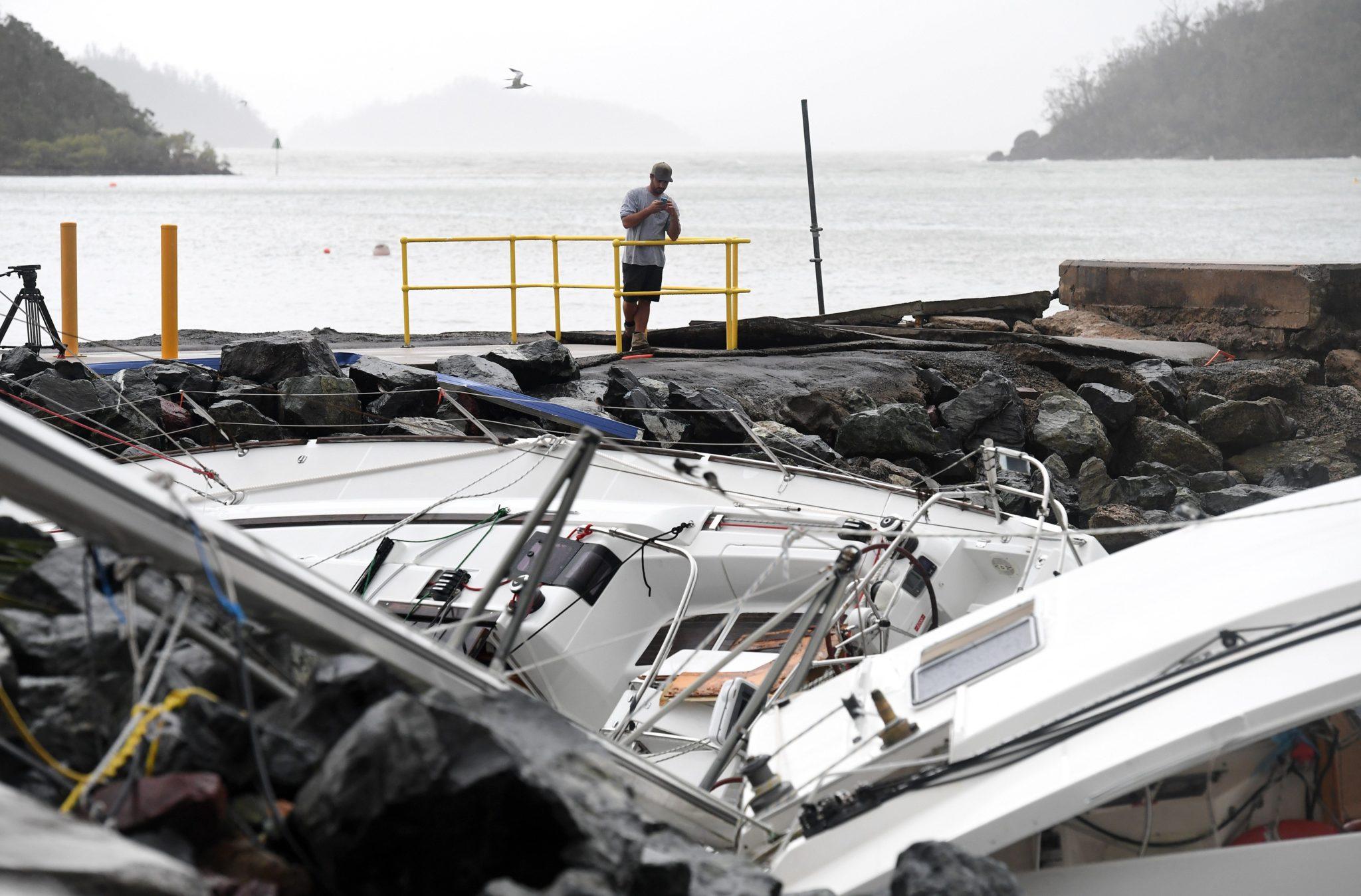 Australia: zniszczenia po cyklonie Debbie w Shute Harbour (foto. PAP/EPA/DAN PELED)