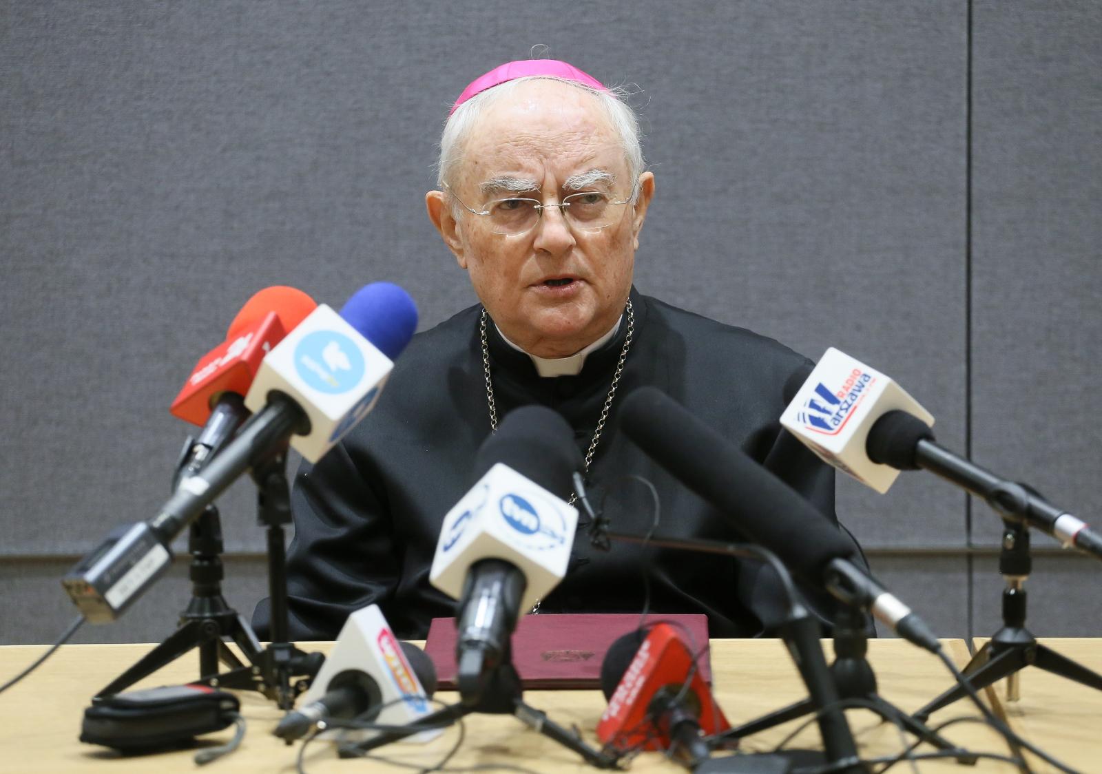Arcybiskup Henryk Hoser podczas konferencji prasowej nt. jego misji do Medjugorje. Fot. PAP/Paweł Supernak