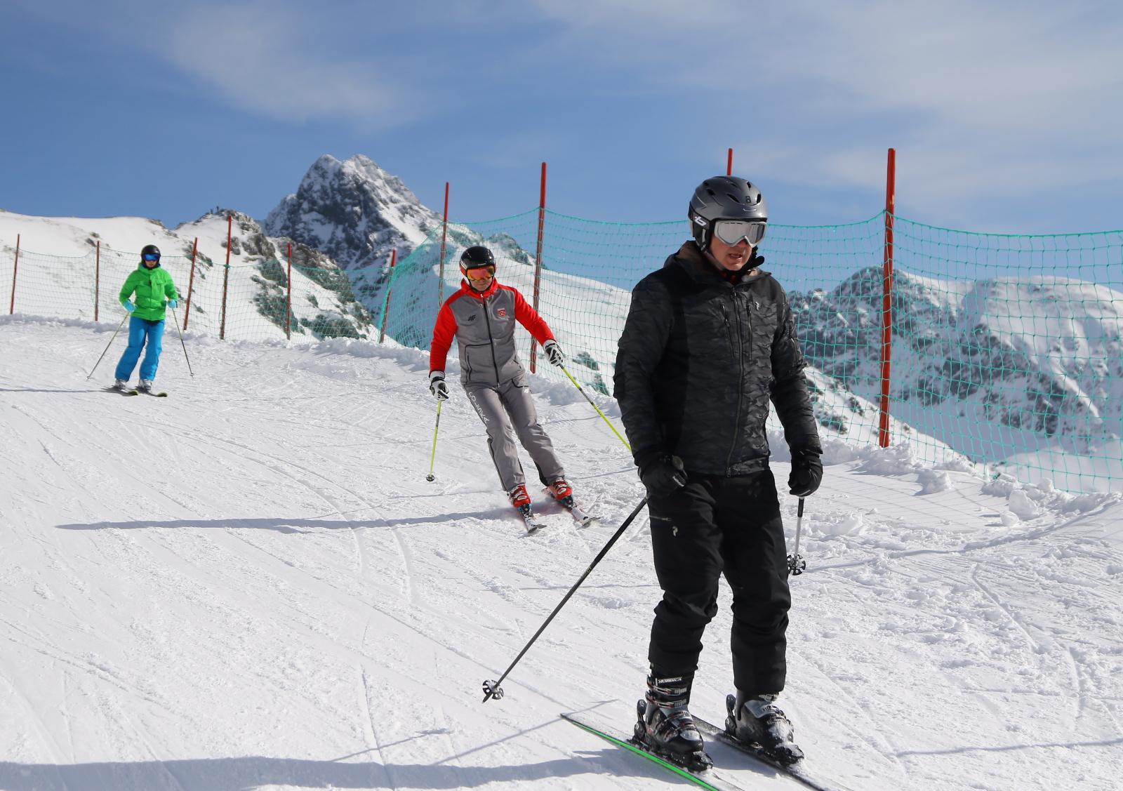 Prezydent RP Andrzej Duda oraz prezydent Słowacji Andrej Kiska na nartach na Kasprowym Wierchu. Fot. PAP/Grzegorz Momot