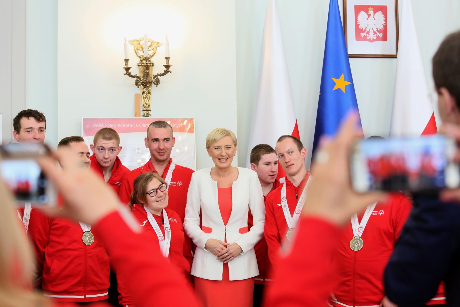 Pierwsza dama Agata Kornhauser-Duda podczas spotkania z członkami polskiej reprezentacji Światowych Zimowych Igrzysk Olimpiad Specjalnych Fot. PAP/Leszek Szymański