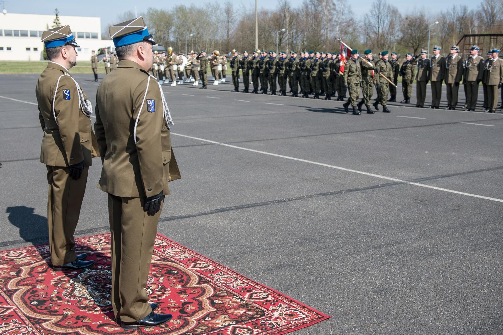 Uroczystości przekazania dowodzenia w 10. Wrocławskim Pułku Dowodzenia. Fot. PAP/Maciej Kulczyński