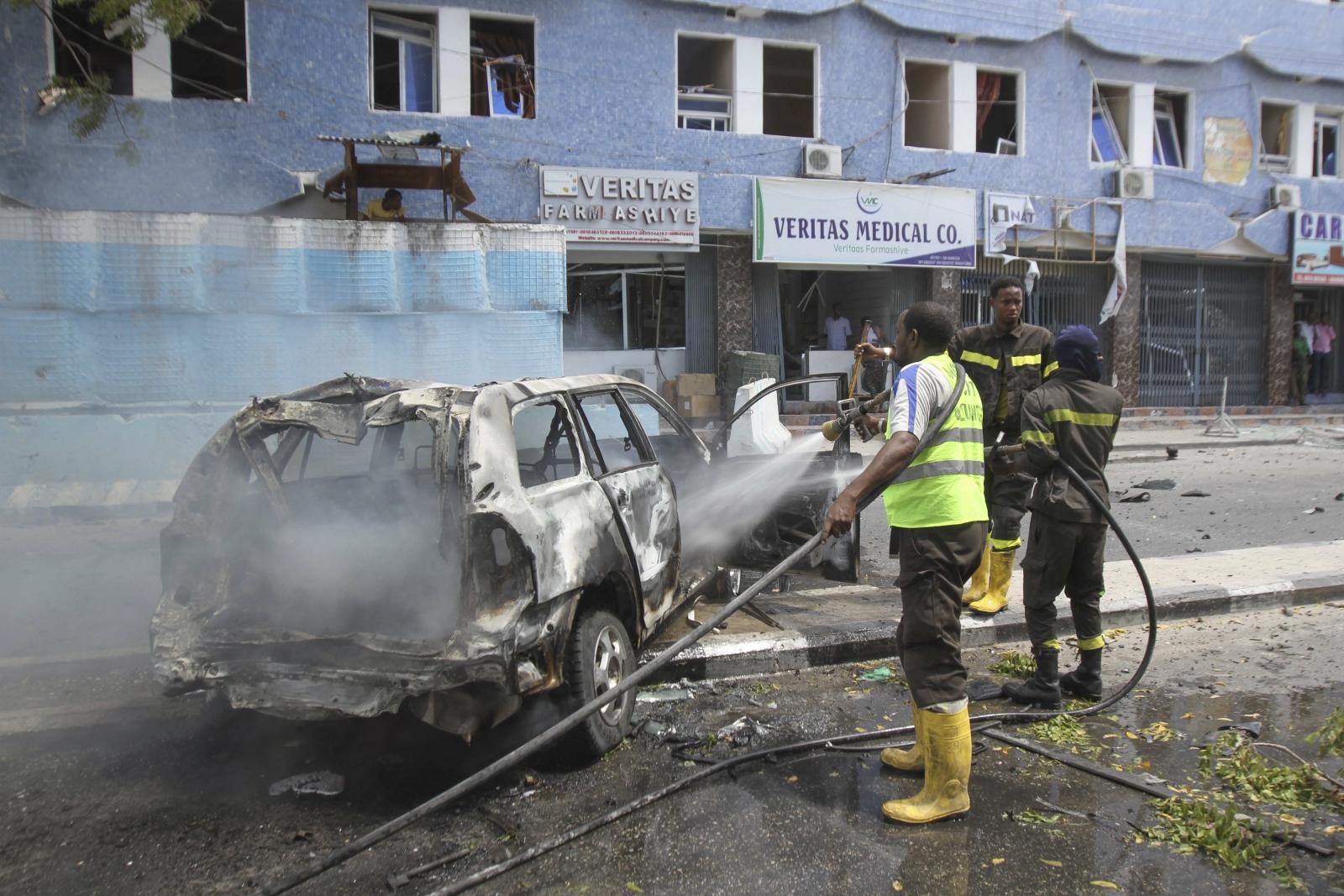 Wybuch samochodu-bomby w Somalii. Fot. PAP/EPA/SAID YUSUF WARSAME